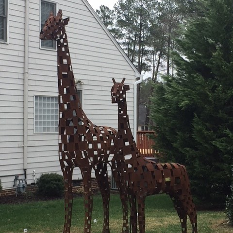 Wouldn't you want this giraffe as your neighbor? #mangumflats