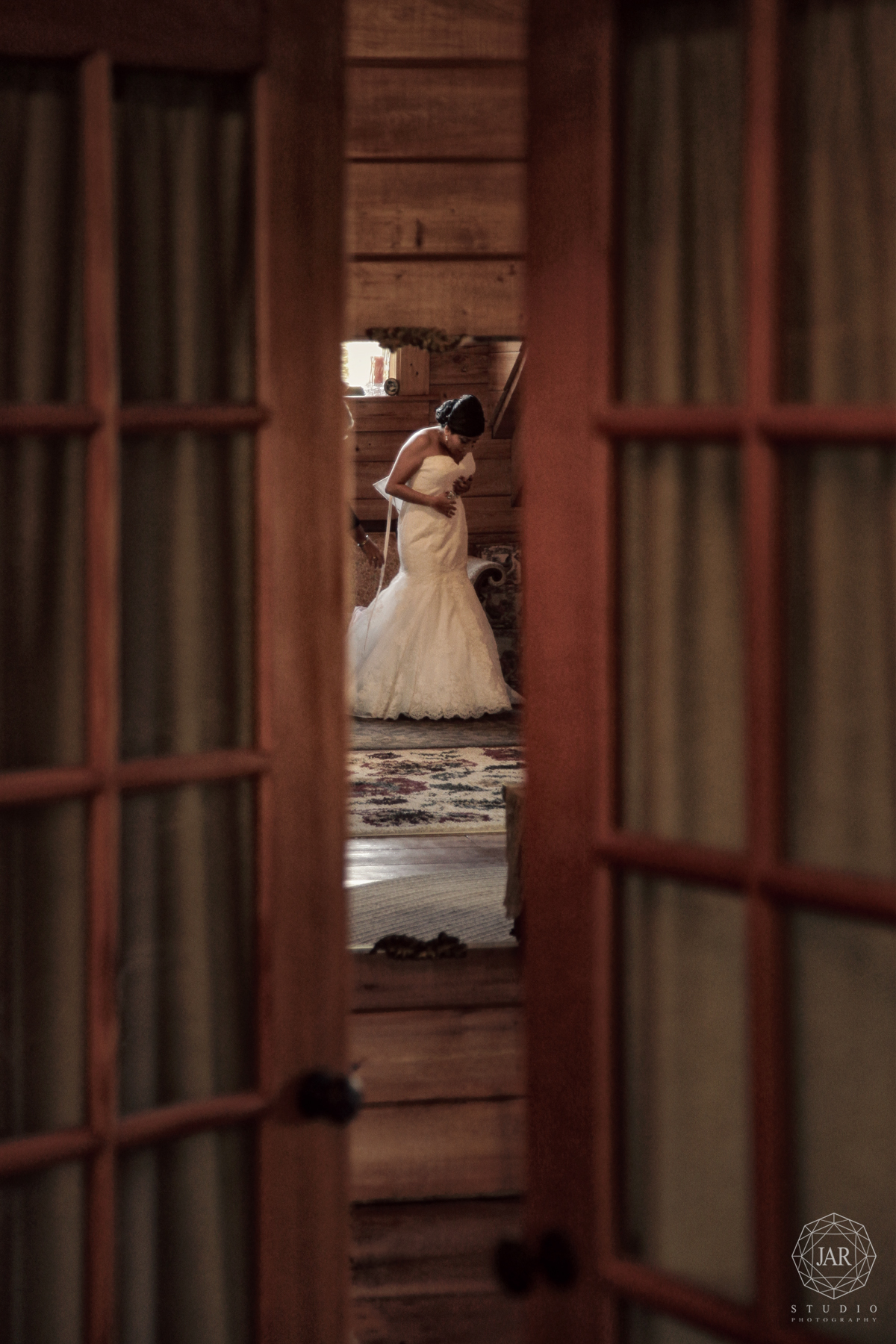 07-bride-getting-dress-gorgeous-intimate-isola-farms-jarstudio.jpg