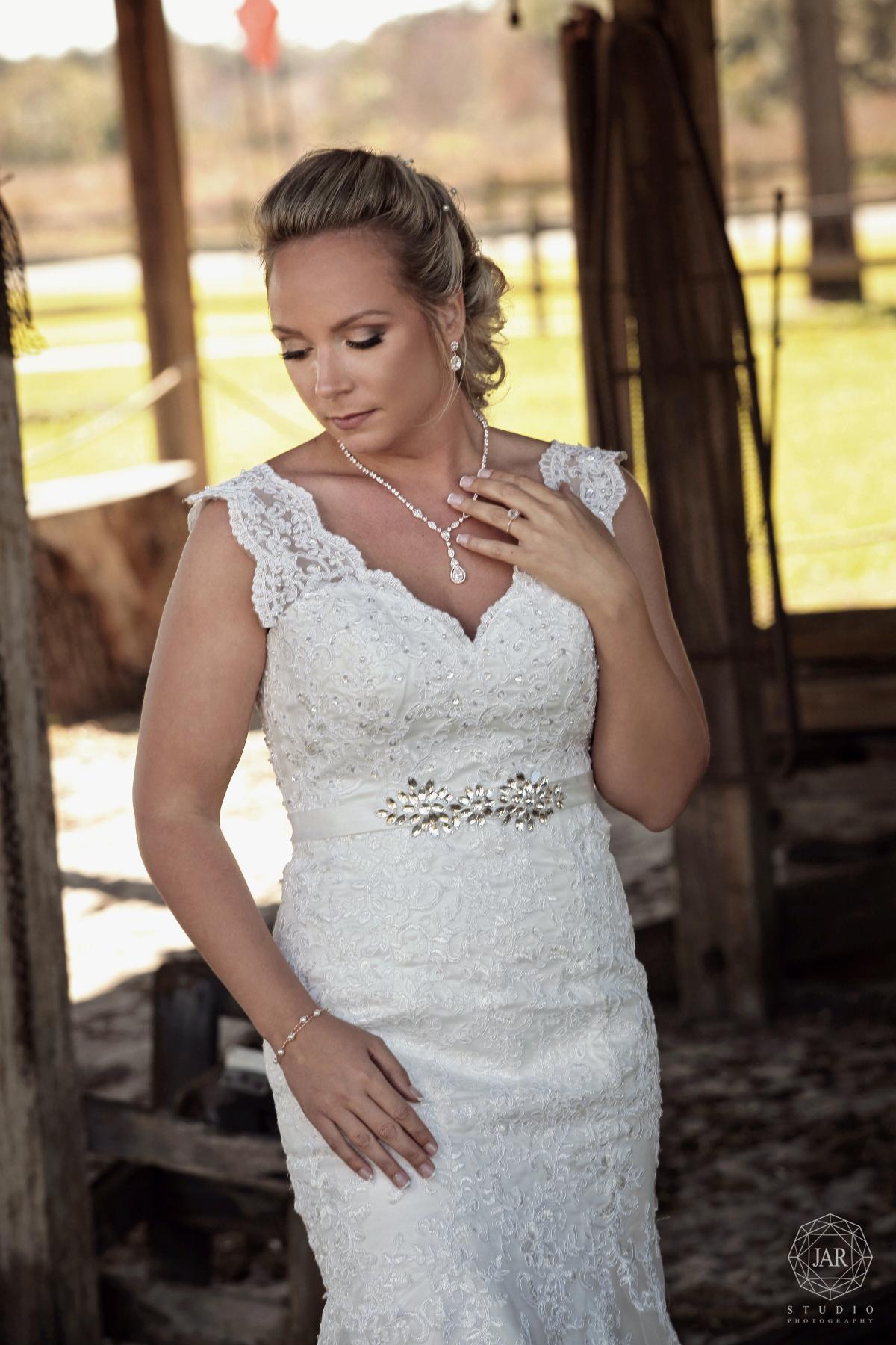 02-wedding-dress-beautiful-jarstudio.JPG