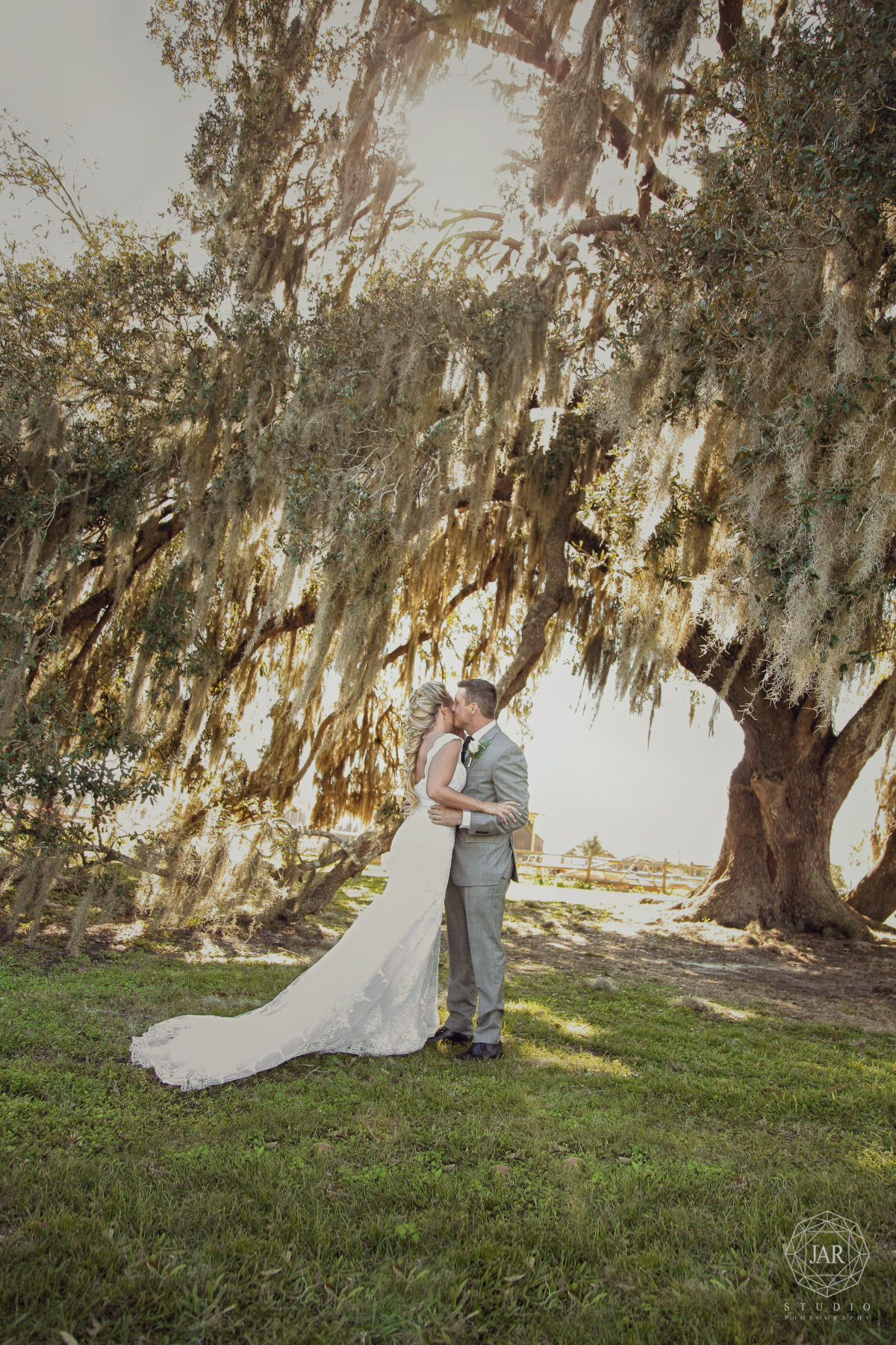 08-park-florida-trees-wedding-romantic-jarstudio.JPG