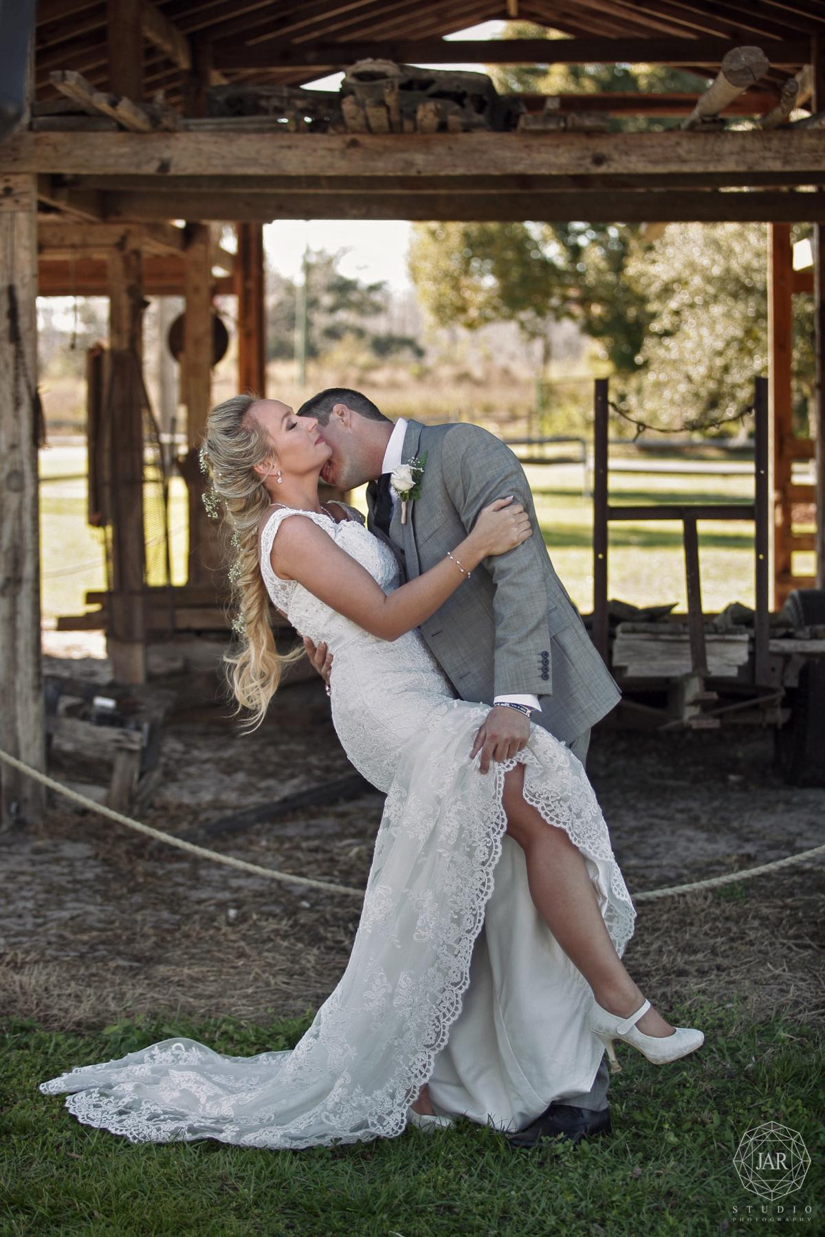 26-rustic-wedding-kissing-sexy-bride-groom-jarstudio.JPG