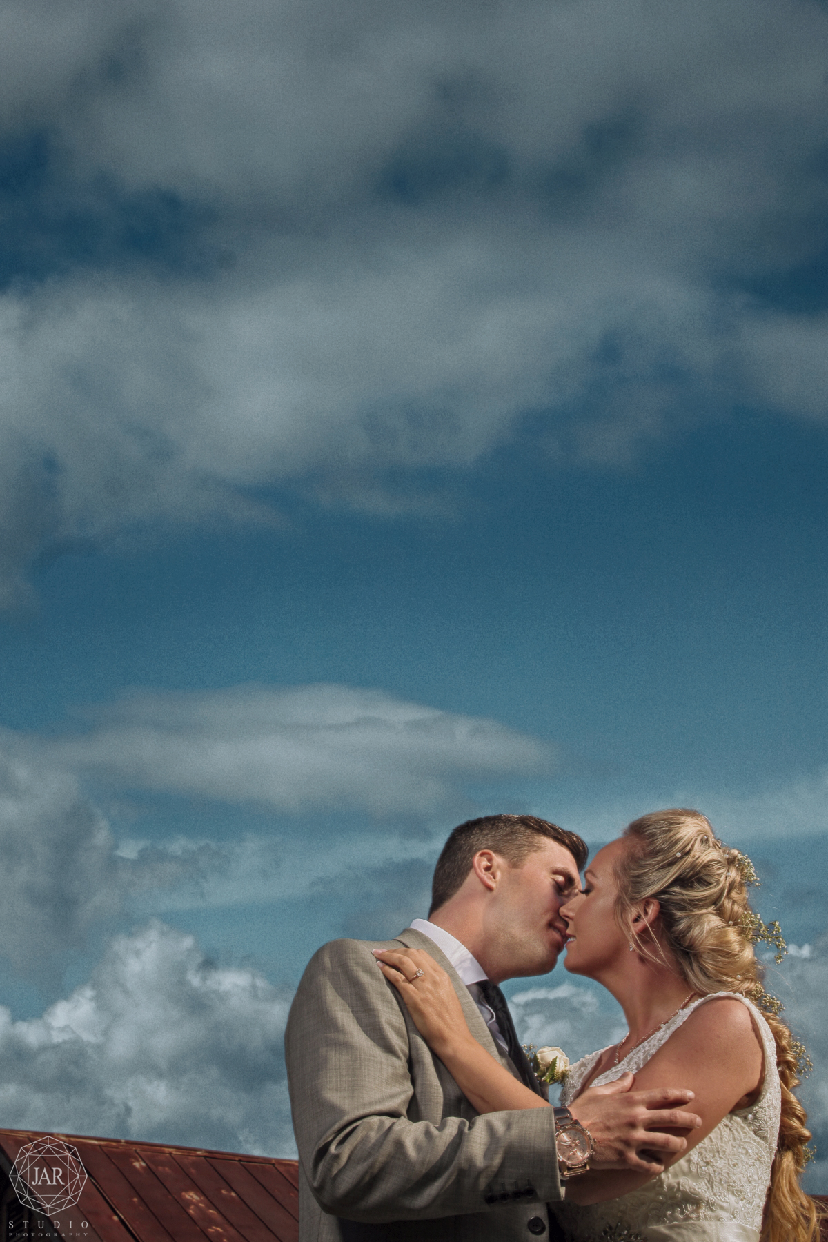 28-blue-sky-orlando-outside-wedding-jarstudio.JPG