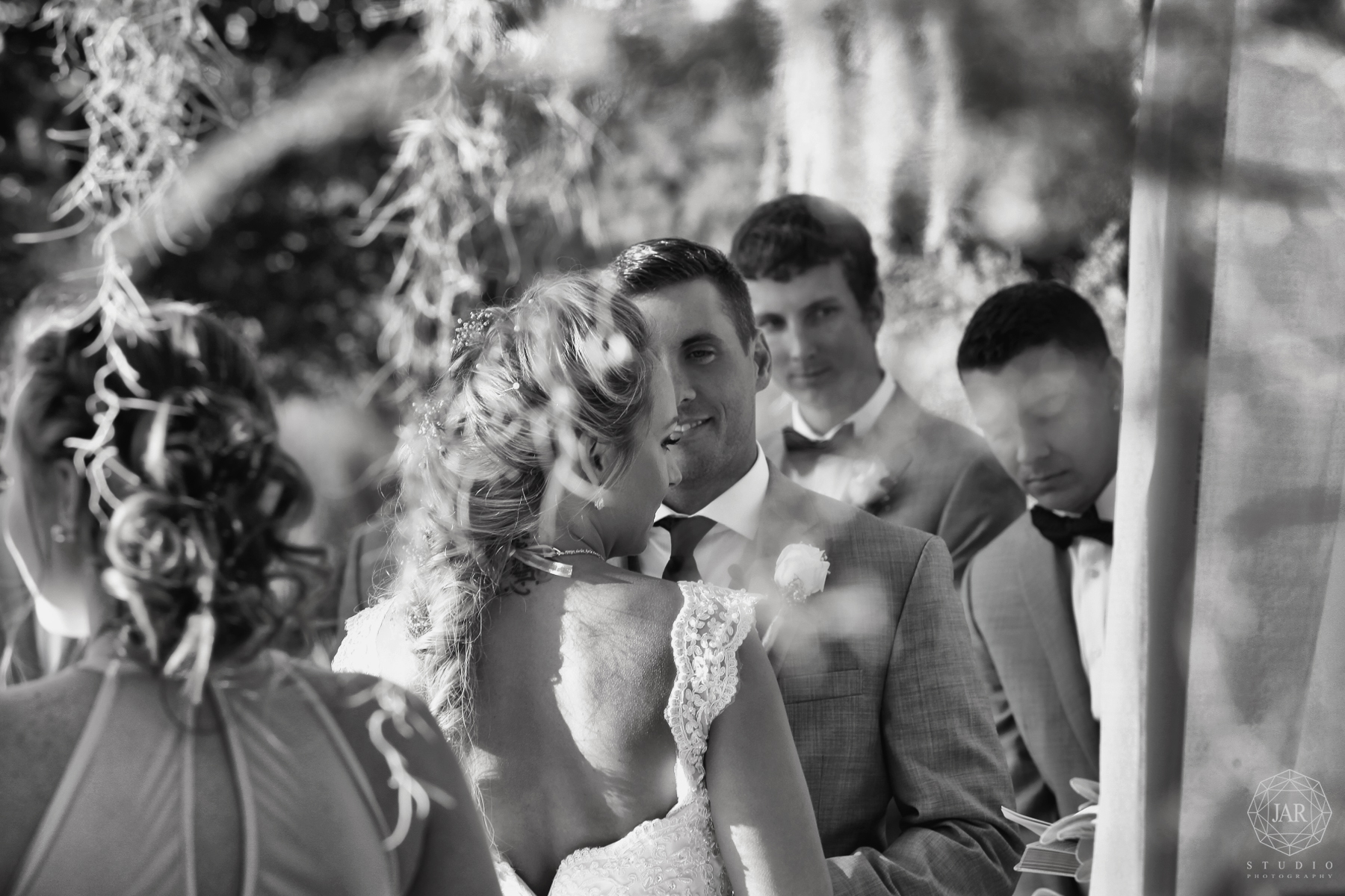 33-outside-wedding-shingle-creek-orlando-jarstudio.JPG