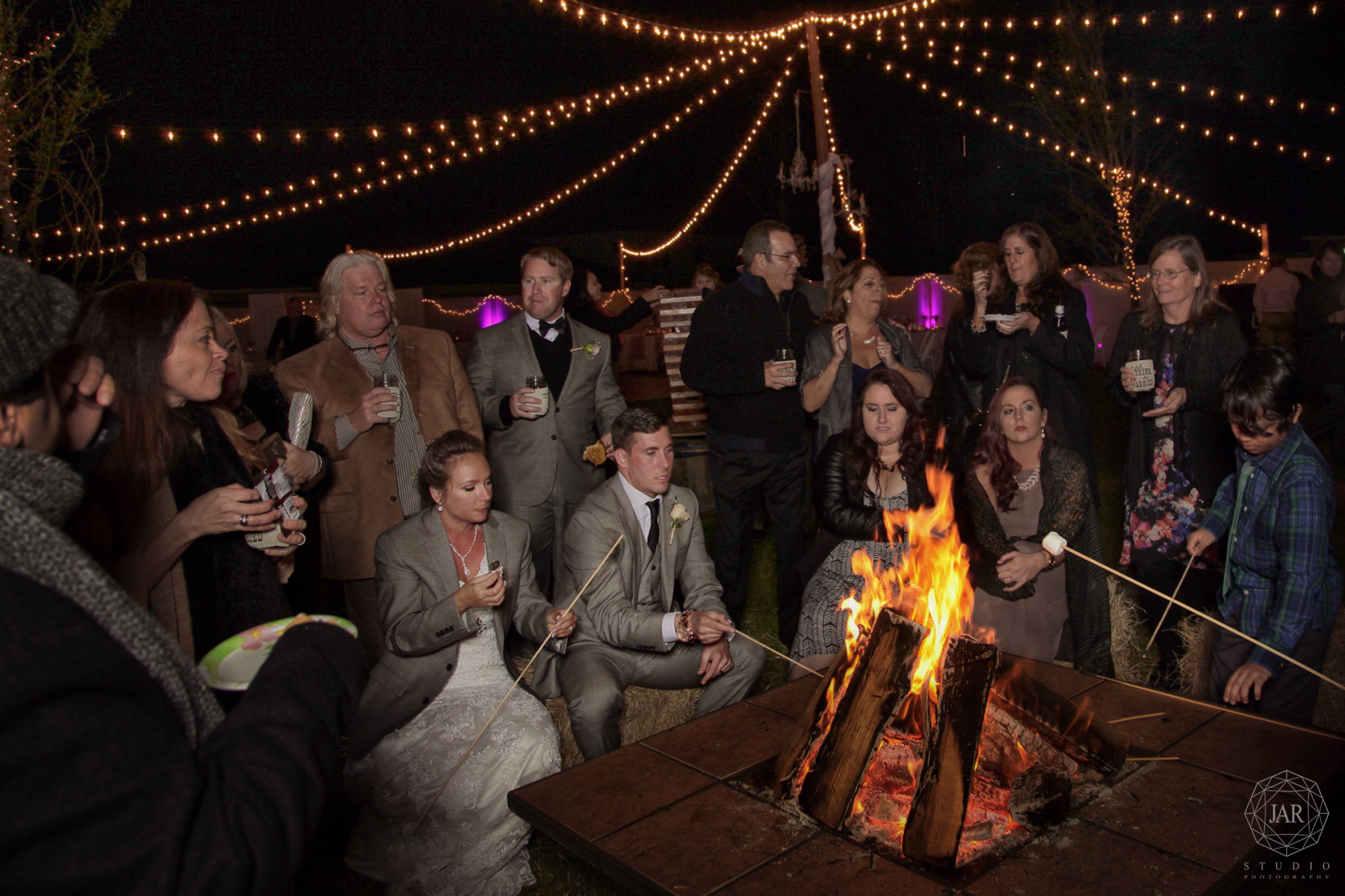 57-wedding-ideas-bonfire-marshmallow-smores-jarstudio.JPG