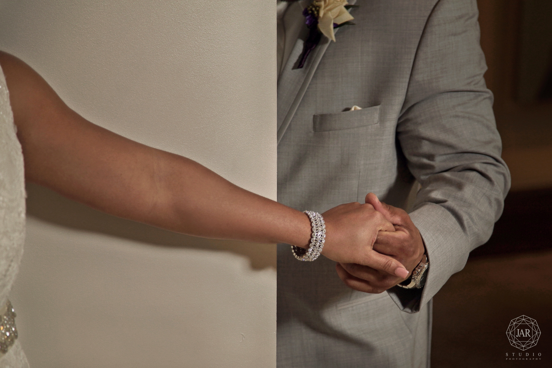10-bride-groom-special-moment-no-peeking-jarstudio-orlando.JPG
