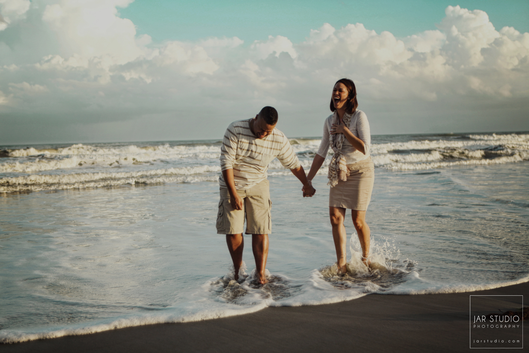 03-beach-engagement-fun-pics-jar-studio.JPG