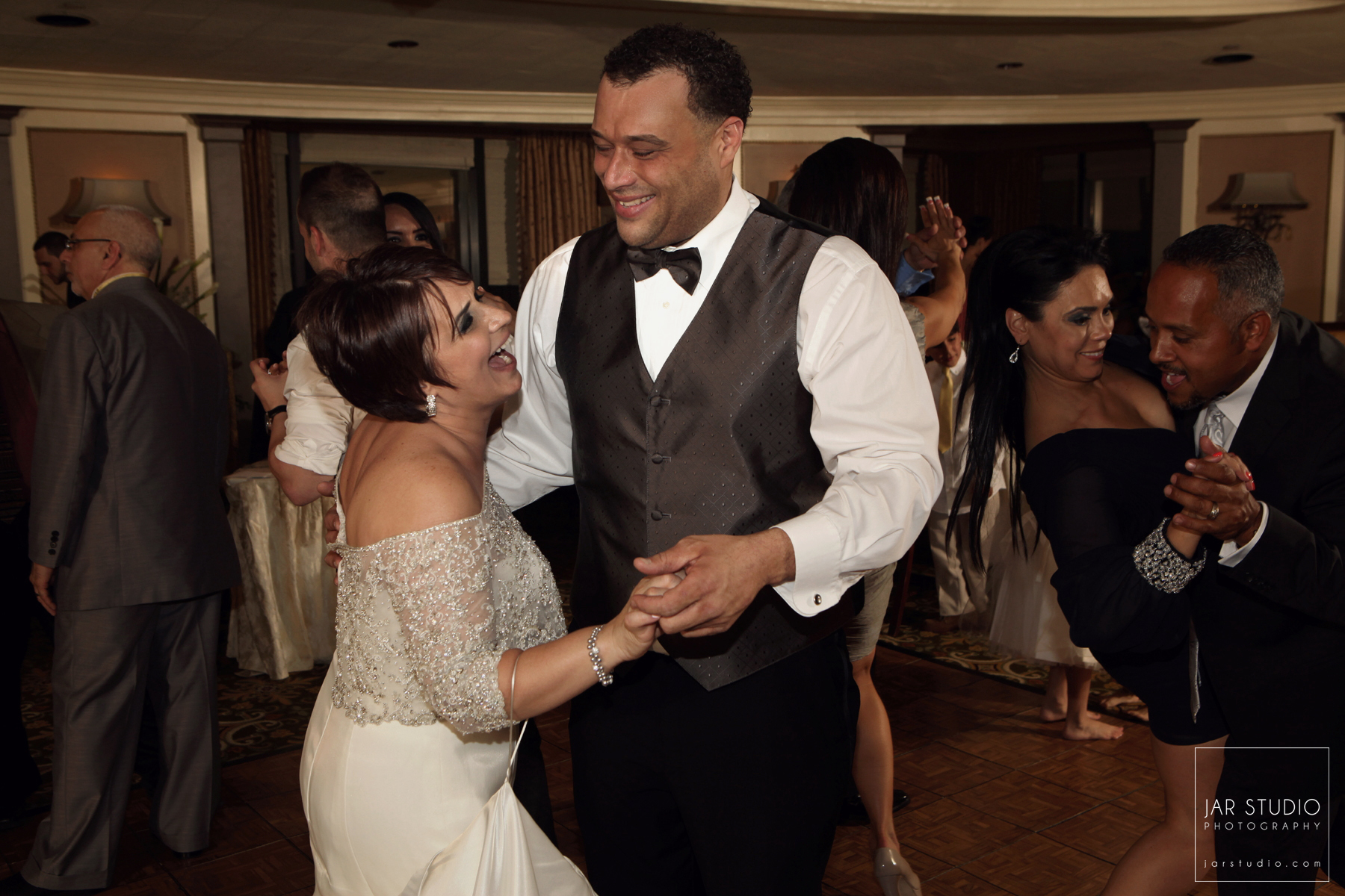 17-fun-wedding-dance-tampa-jar-studio-photography.JPG