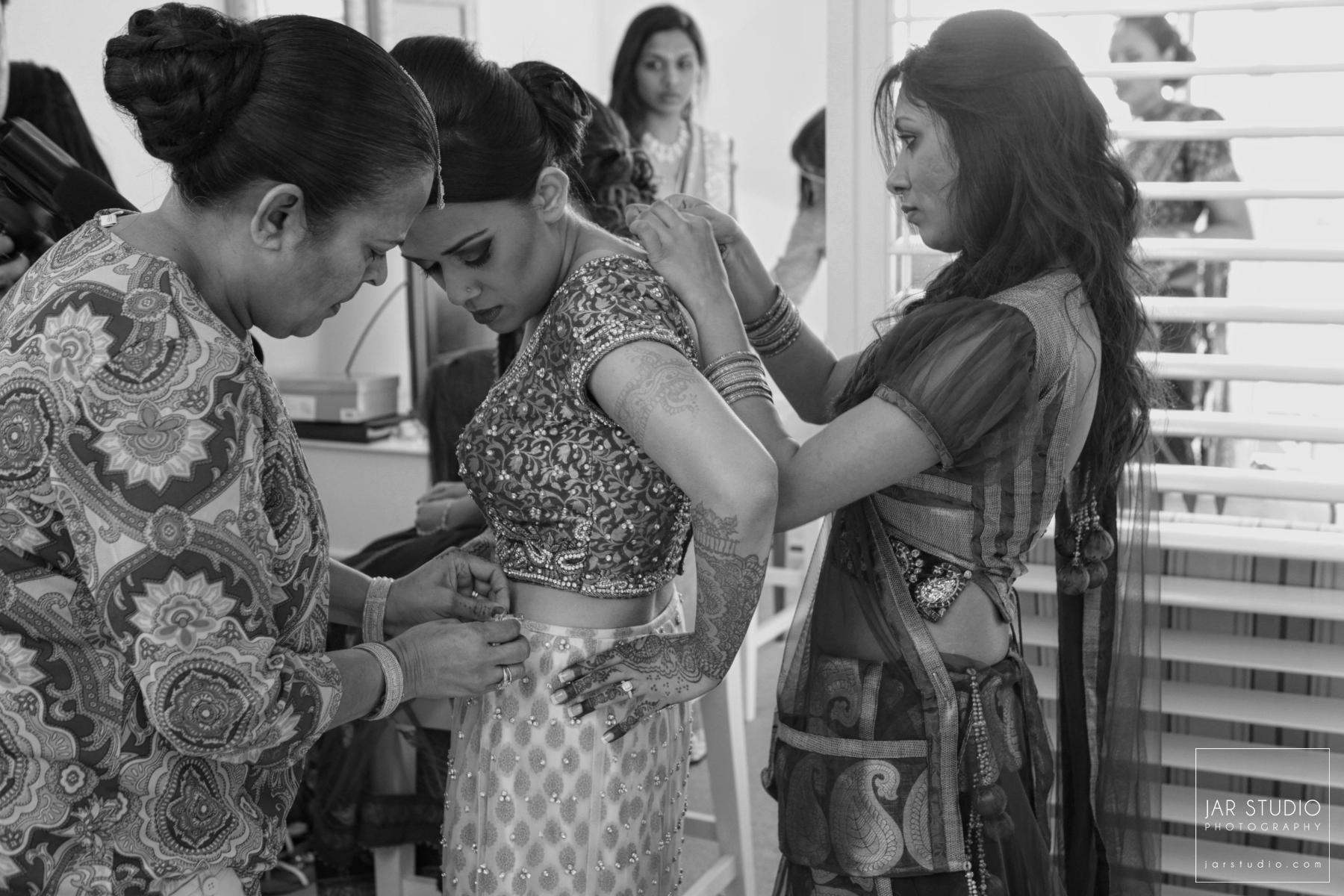 10-fl-indian-bride-getting-ready-jarstudio-photography-orlando.JPG