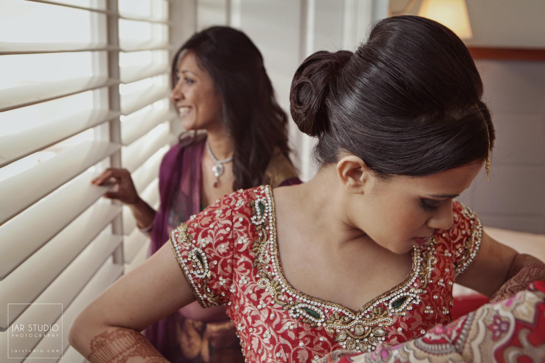 11-hindu-bride-getting-ready-jarstudio-photography.JPG