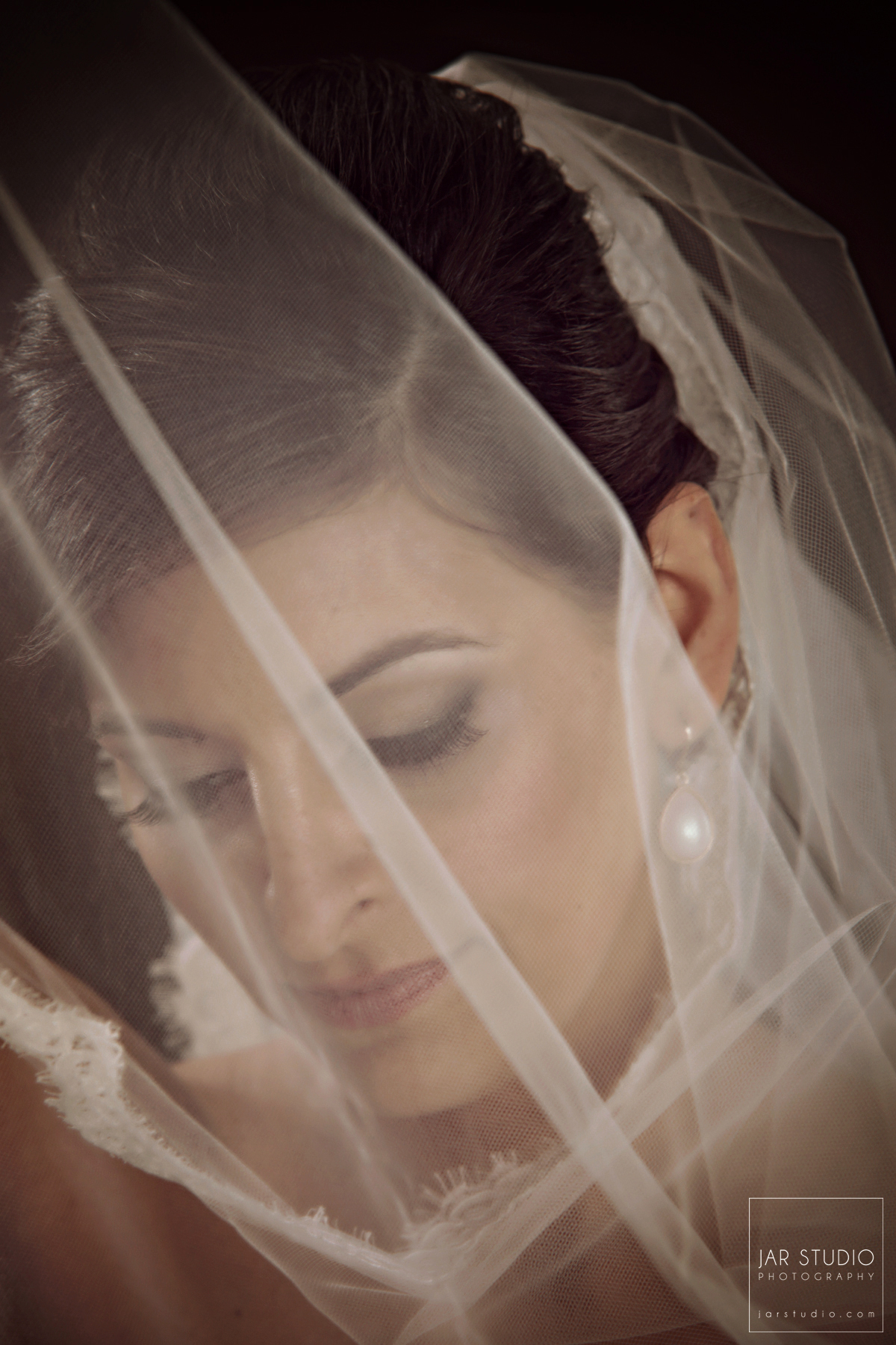 06-beautiful-bride-veil-jarstudio-photography-orlando.jpg