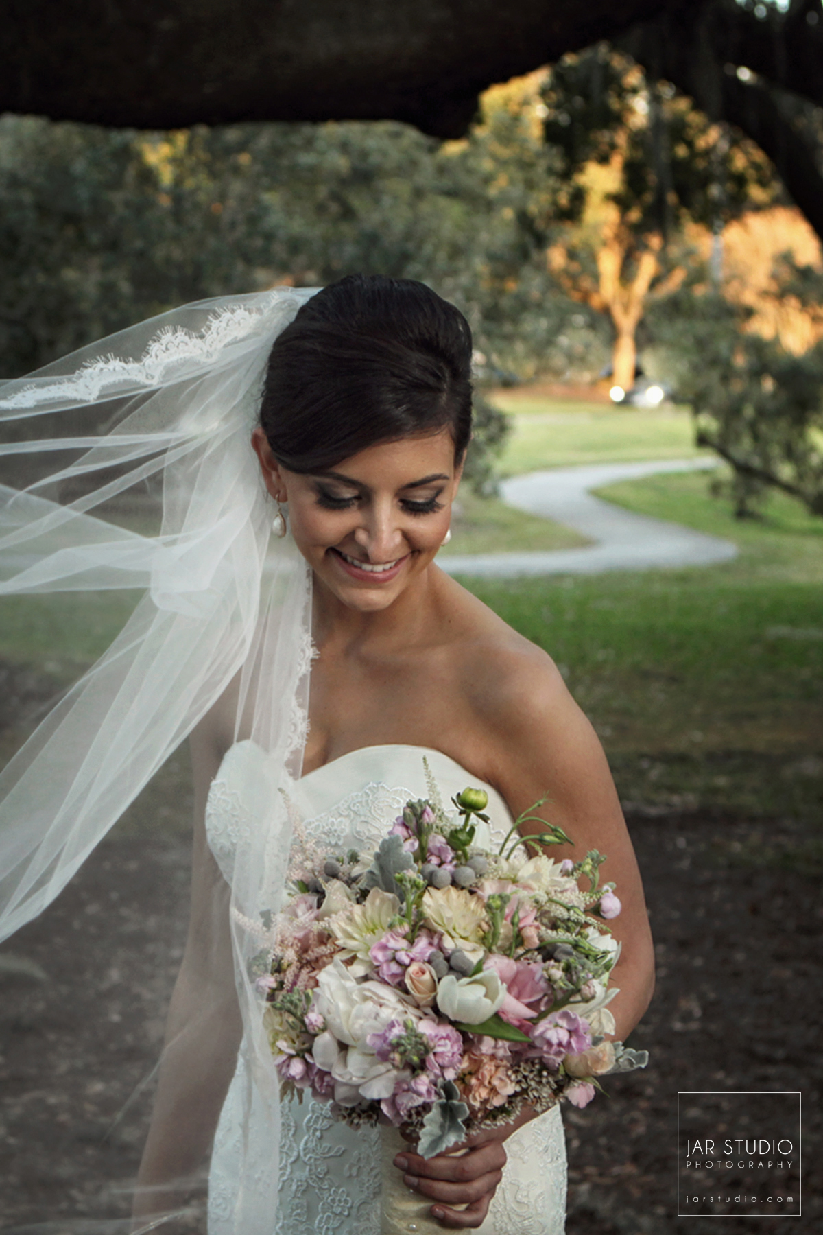 19-bride-portrait-bouquet-veil-jarstudio-wedding-photography-osc.JPG