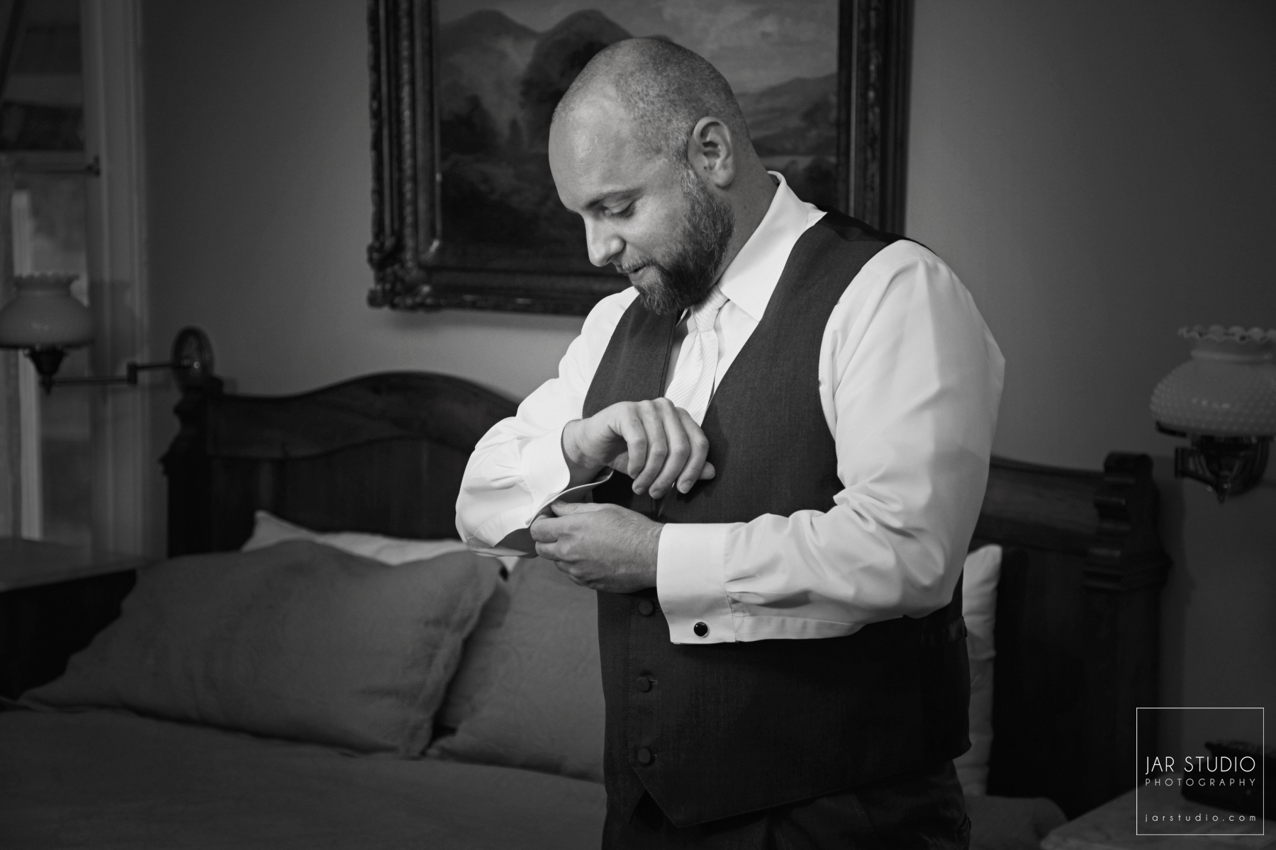 07-elegant-dr-phillips-house-groom-jarstudio-photography.JPG