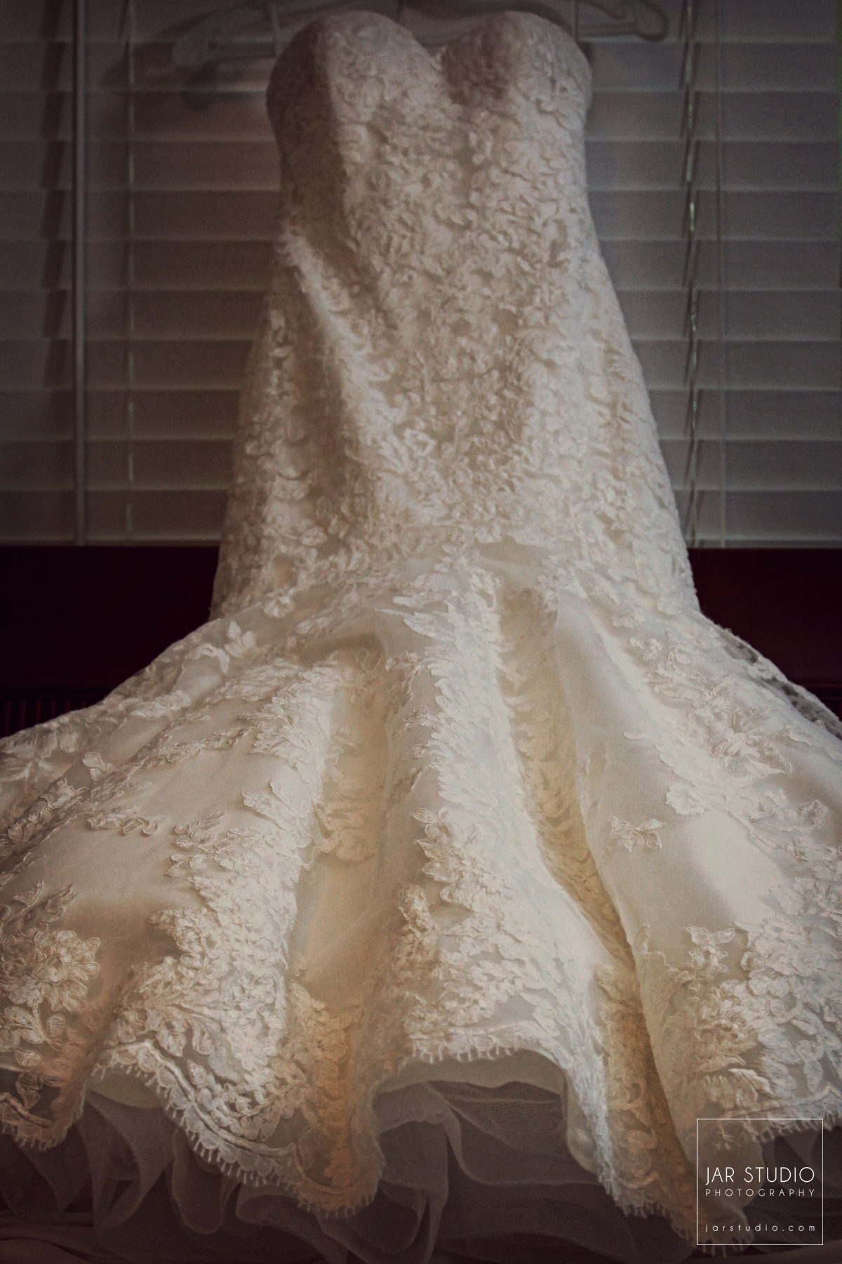 02-wedding-dress-details-jarstudio-photography.JPG