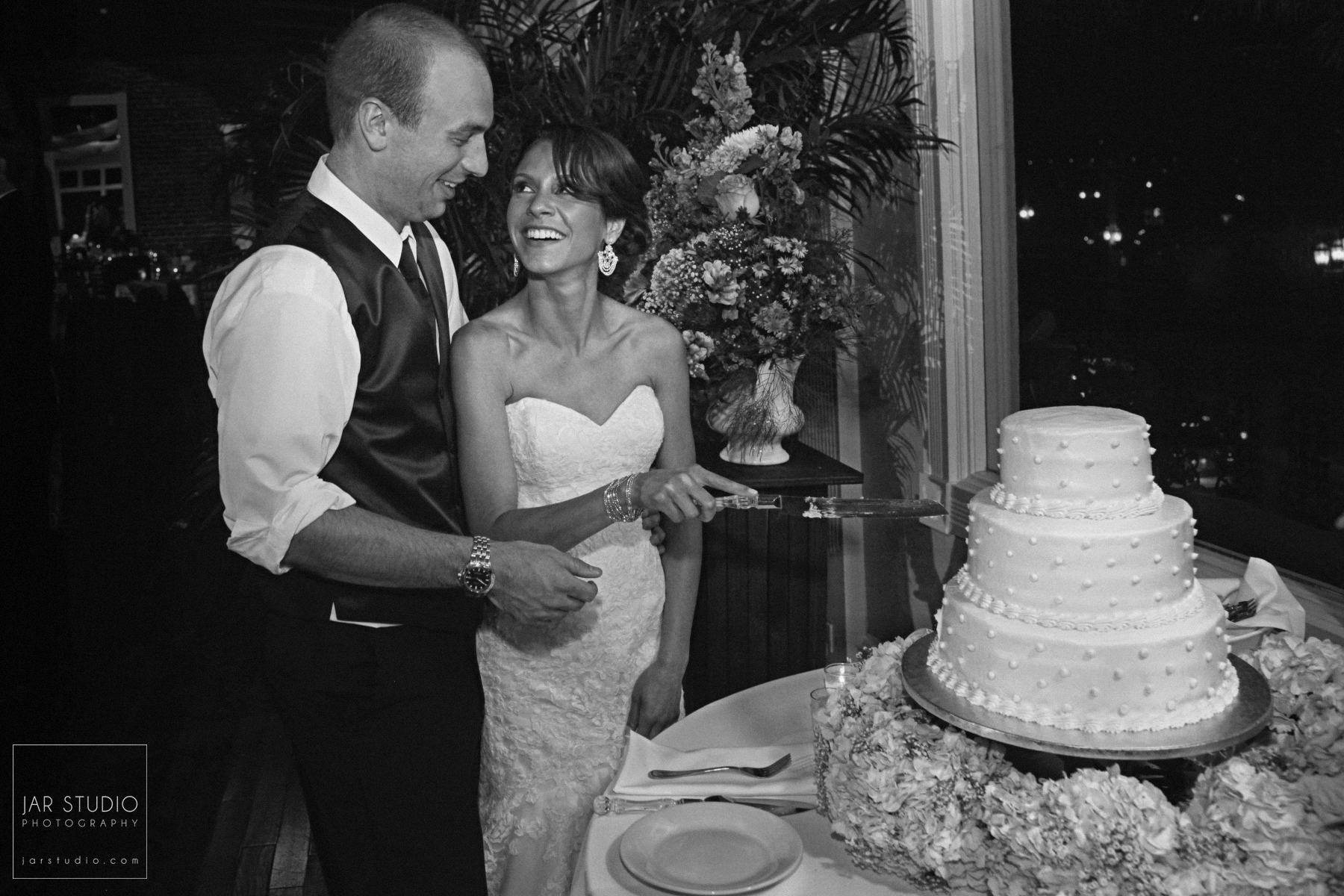29-wedding-cake-the-grand-ballroom-white-room-jarstudio.JPG