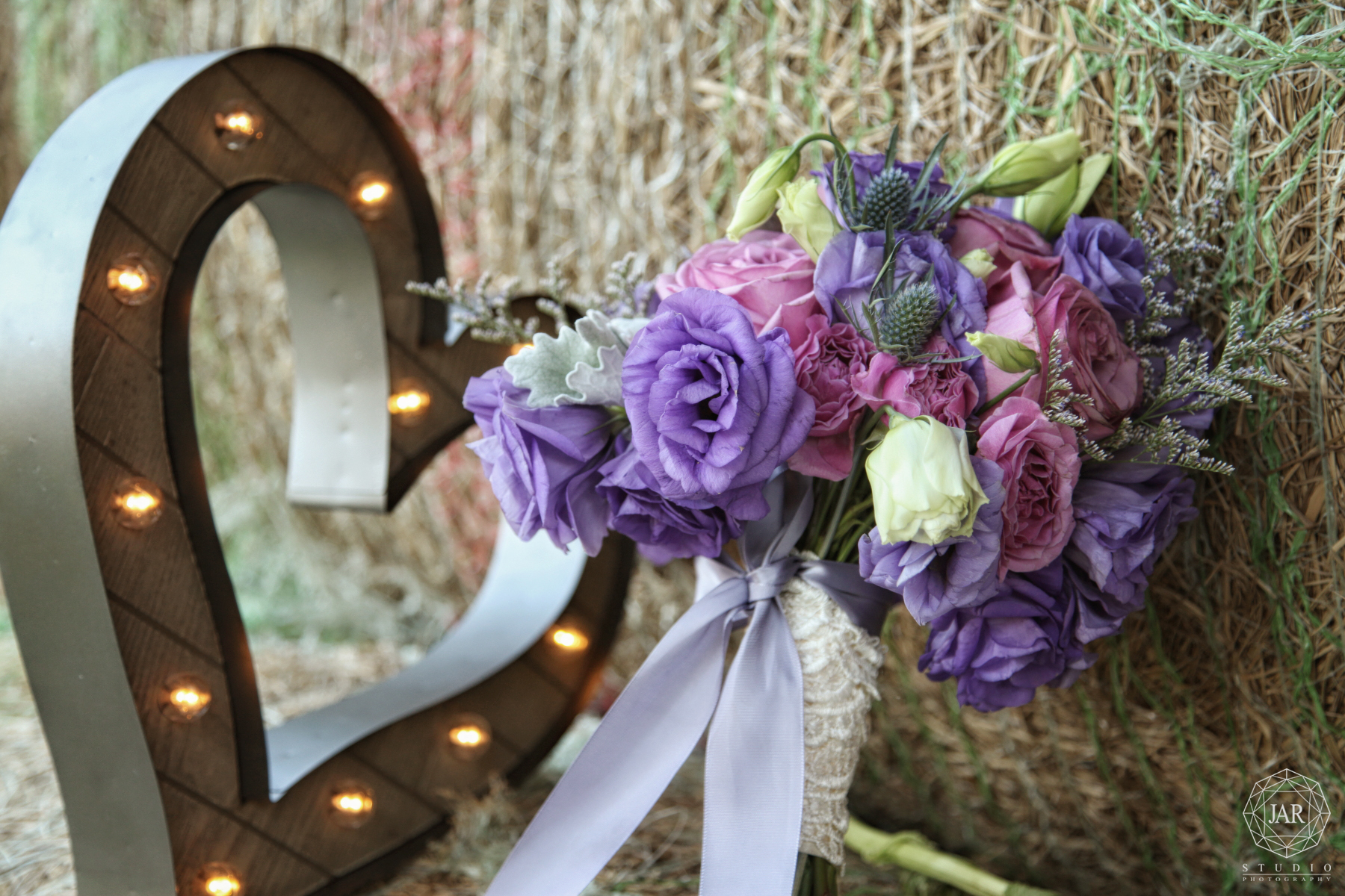 03-rustic-wedding-bouquet-lavender-pink-jarstudio-photography.JPG