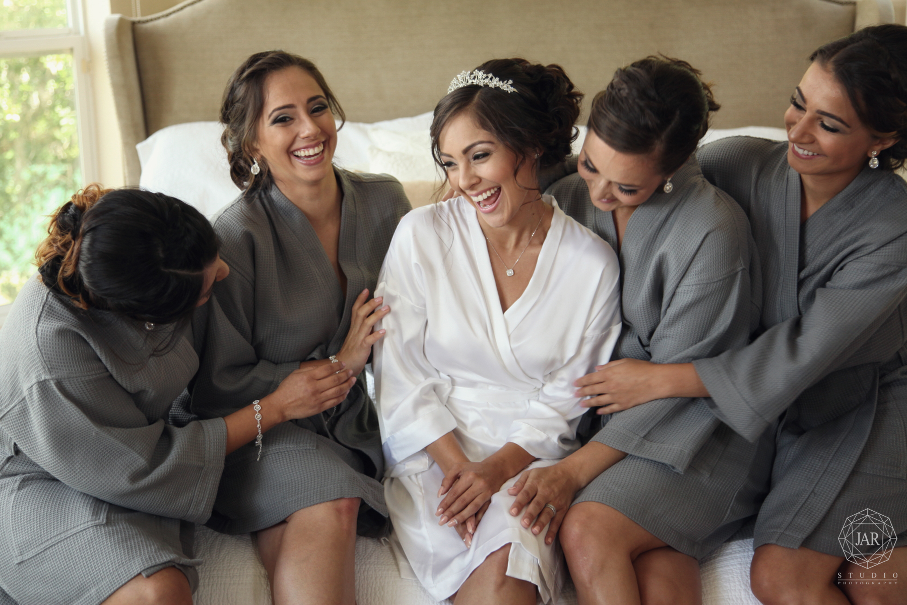 10-bridesmaids-fun-beautiful-unique-jarstudio-photography-orlando.JPG