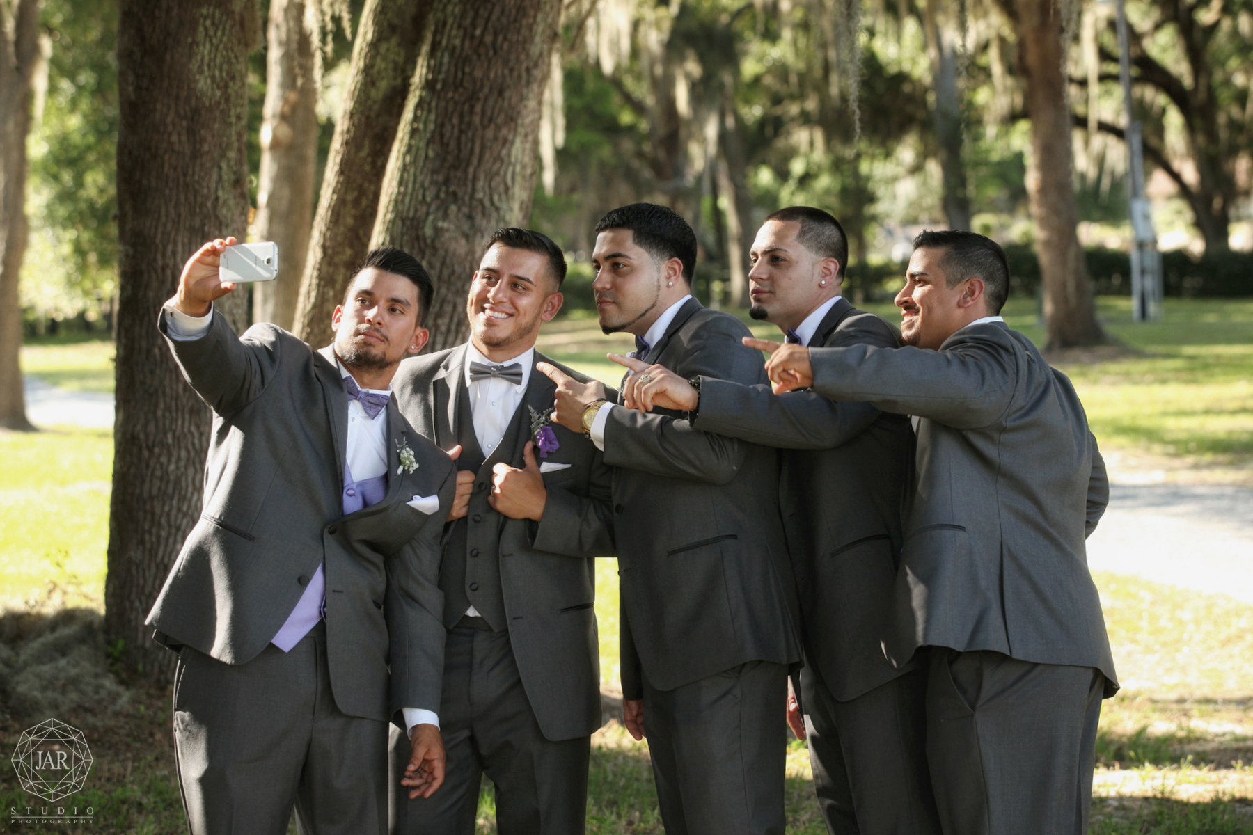 17-groomsmen-fun-jarstudio-wedding-photographer-orlando.JPG