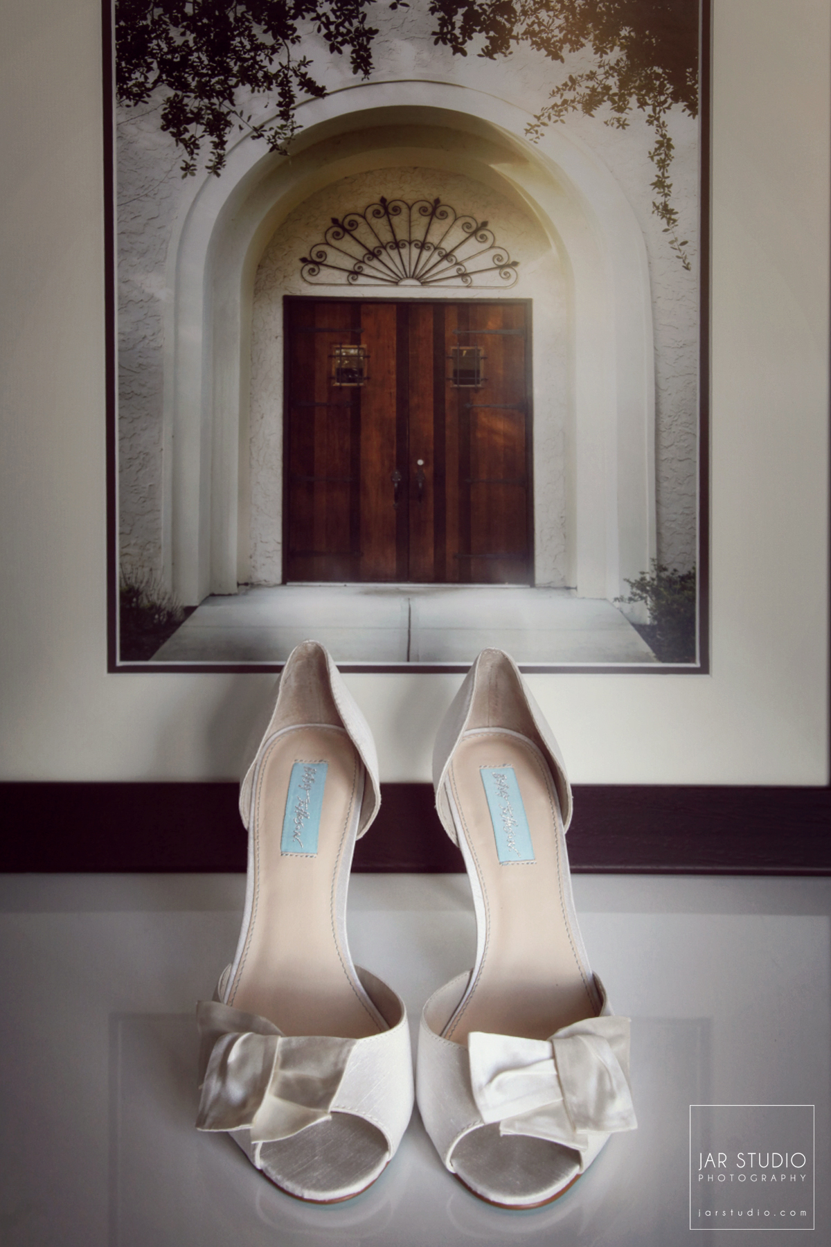04-wedding-shoes-rollins-alfond-inn-jarstudio-photography.JPG