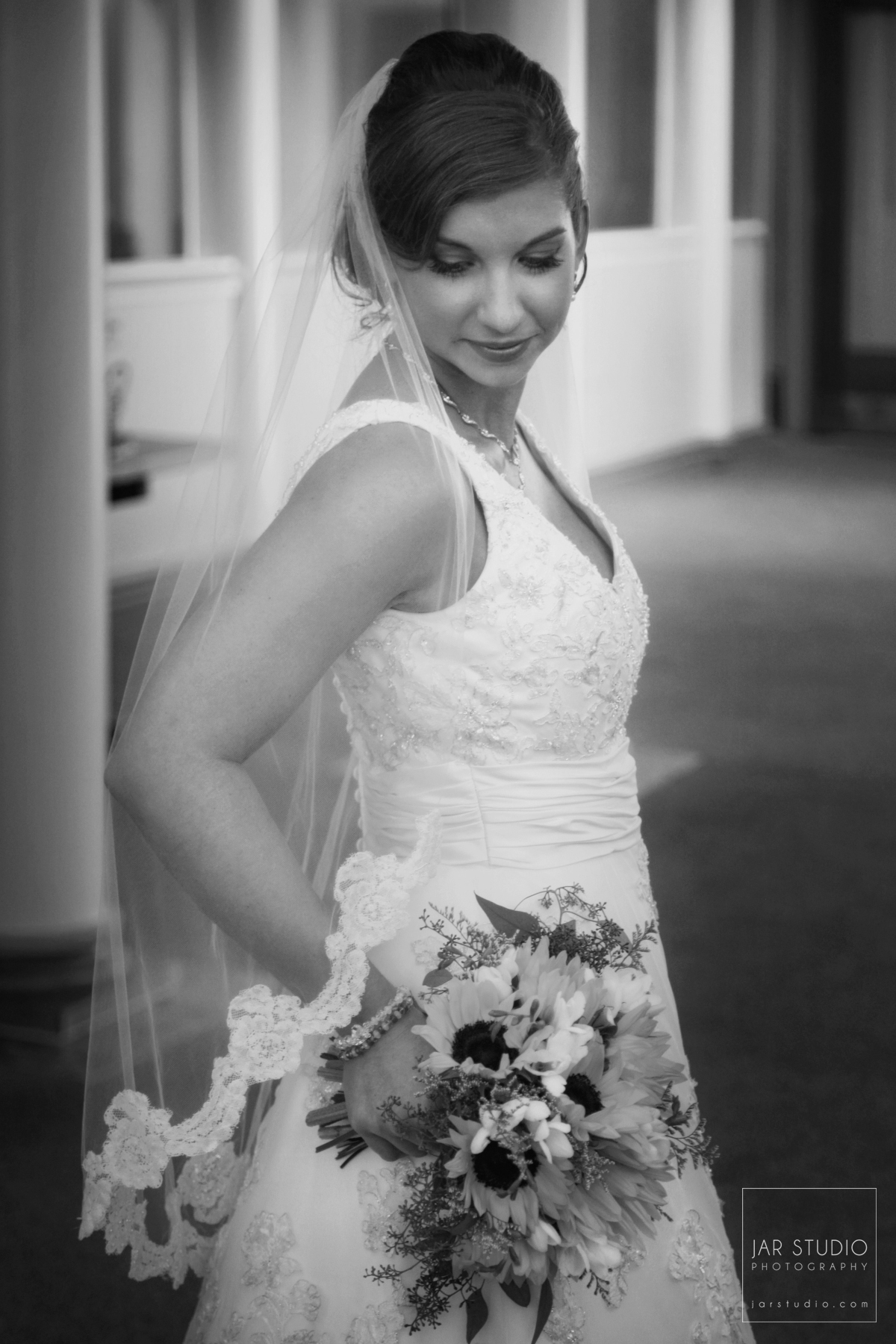 08-bride-sunflowers-bouquet-jarstudio-photography.JPG