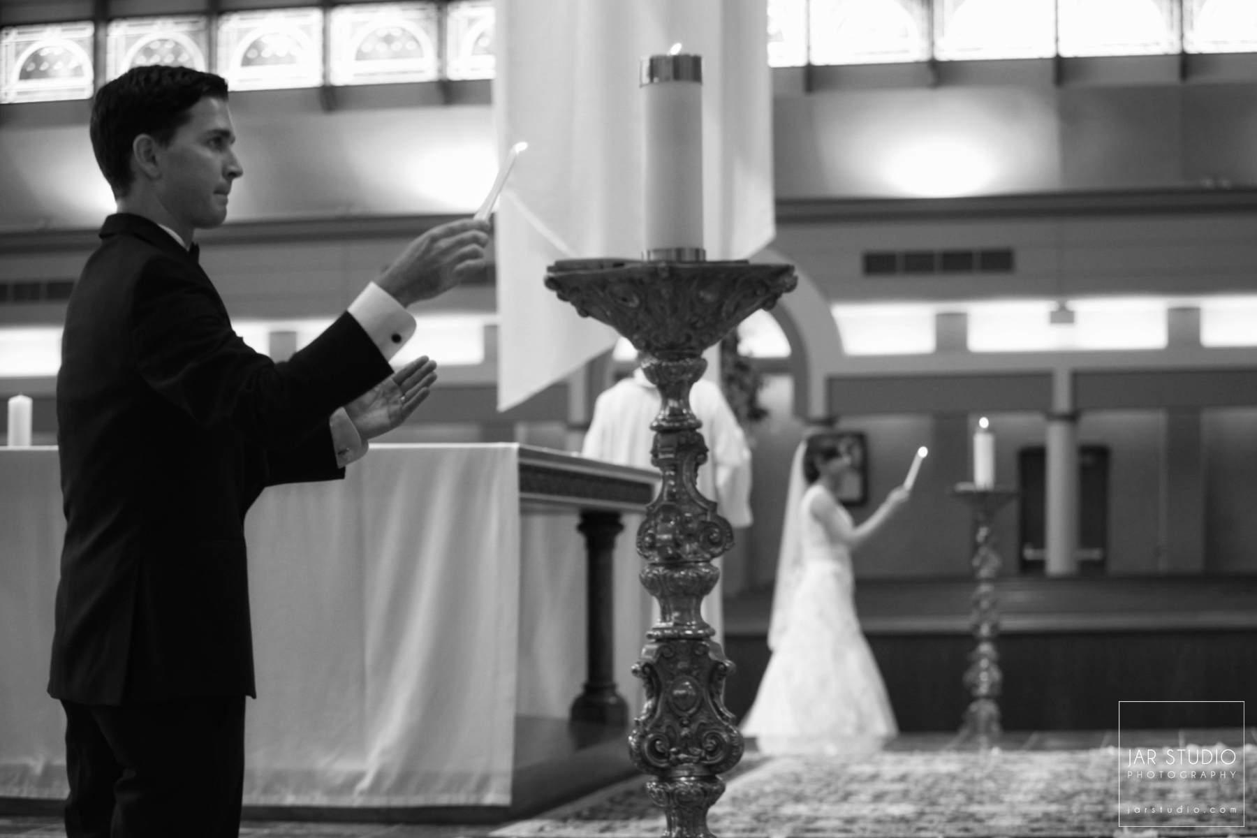 13-catholic-wedding-ceremony-candles-jarstudio-photography.JPG