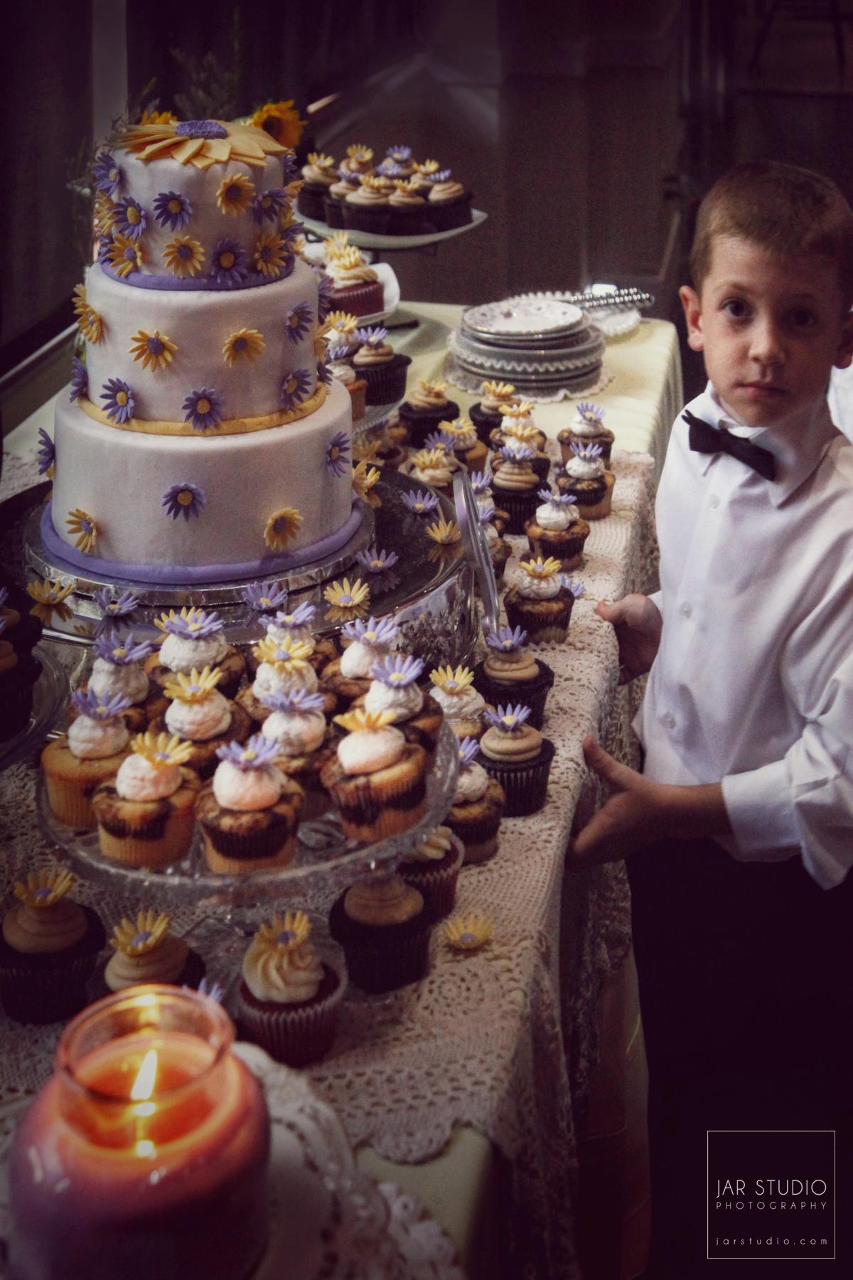 23-sunflowers-wedding-cake-dessert-table-jarstudio-photography.JPG