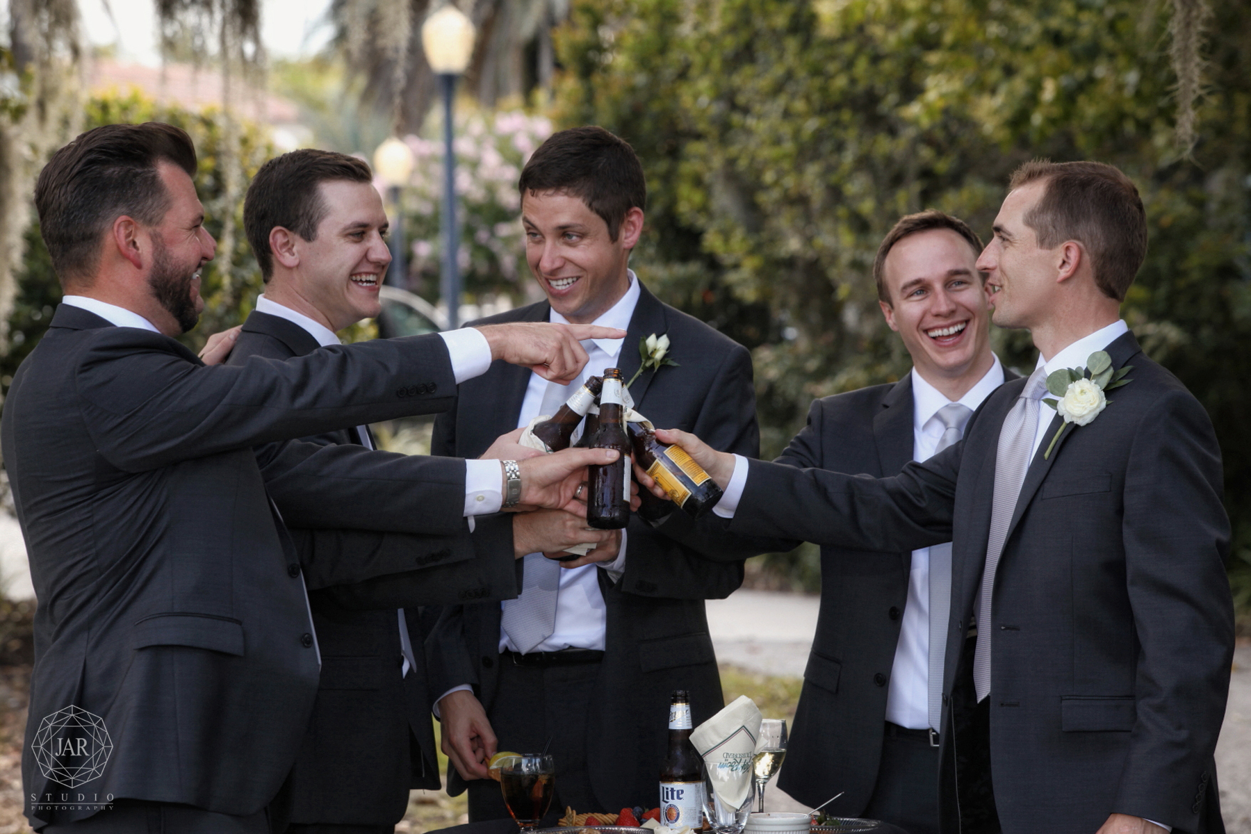 10-groom-and-groomsmen-gray-suits-day-fun-beers-jarstudio-windermere-wedding-photographer.JPG