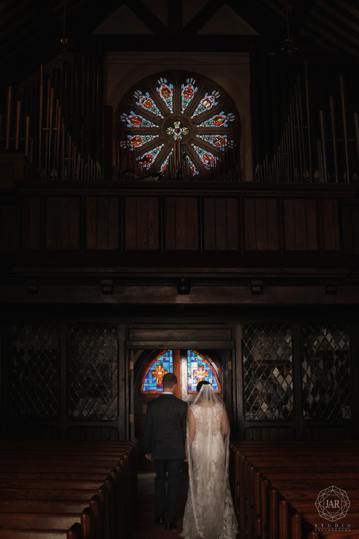 28-vintage-church-for-weddings-classic-stainglass-and-organ-jarstudio-photography-orlando.JPG
