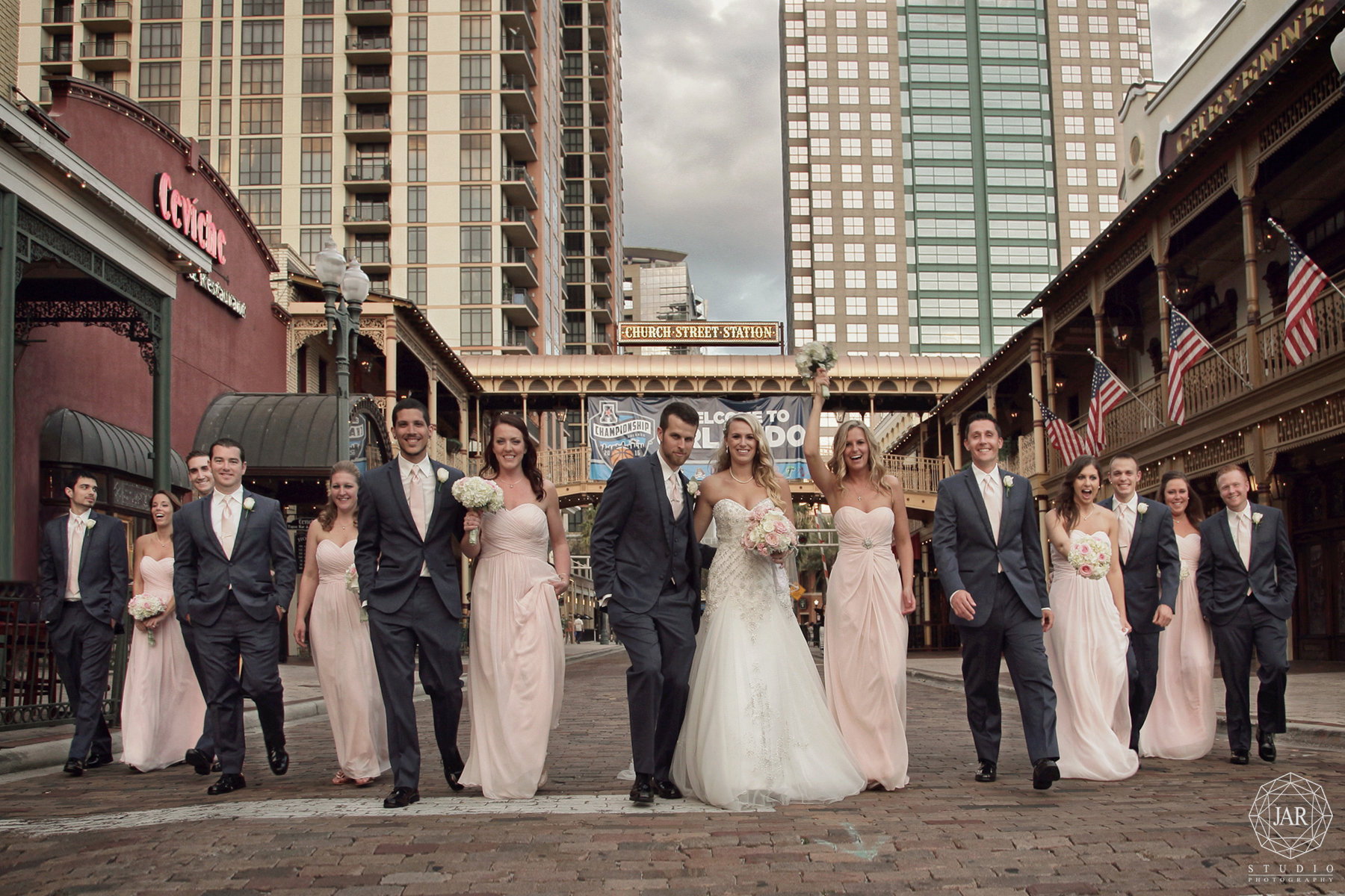 13-fun-bridal-party-church-street-station-orlando-jarstudio-photography.jpg