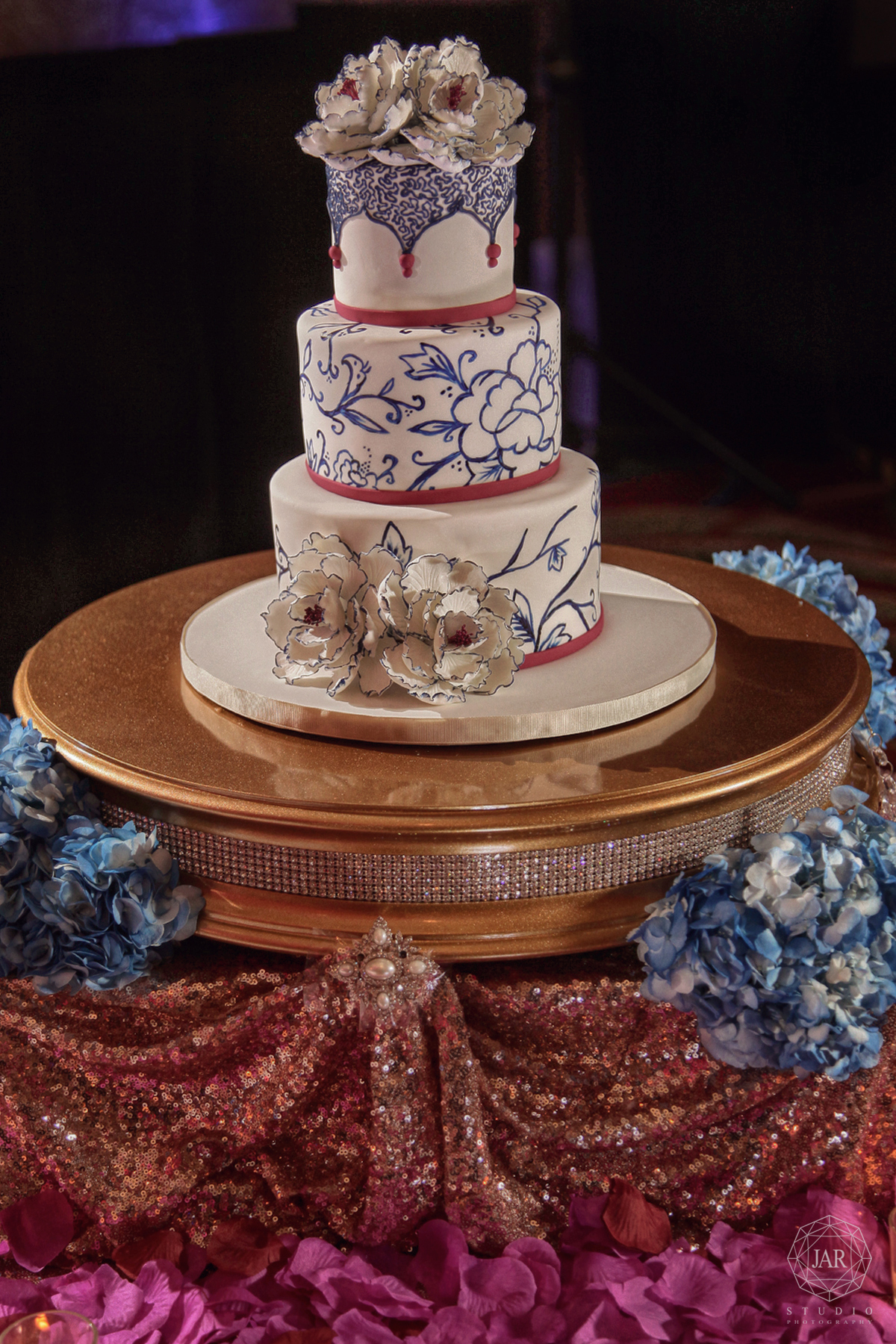 20-unique-wedding-cake-indian-blue-white-flowers-gold-beautiful.JPG