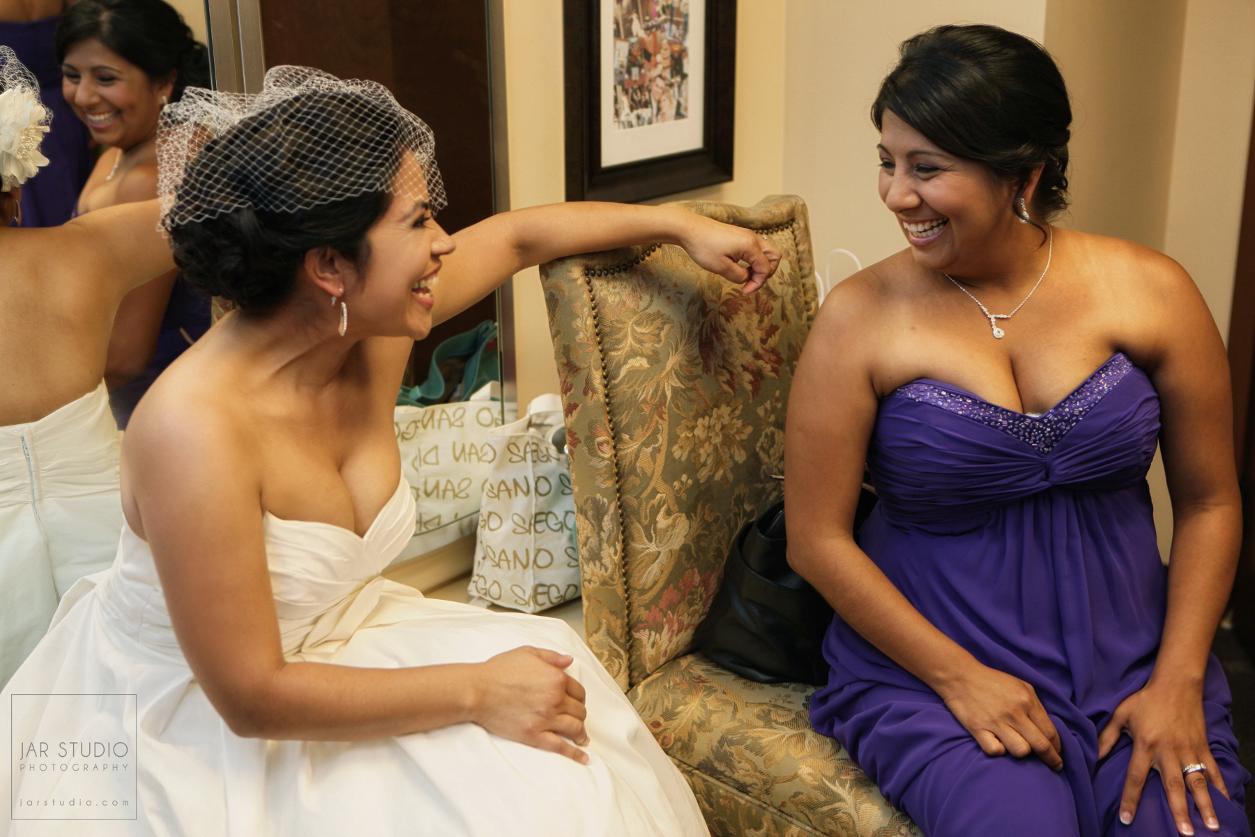 09-bride-fun-getting-ready-orlando-photogrpaher.JPG