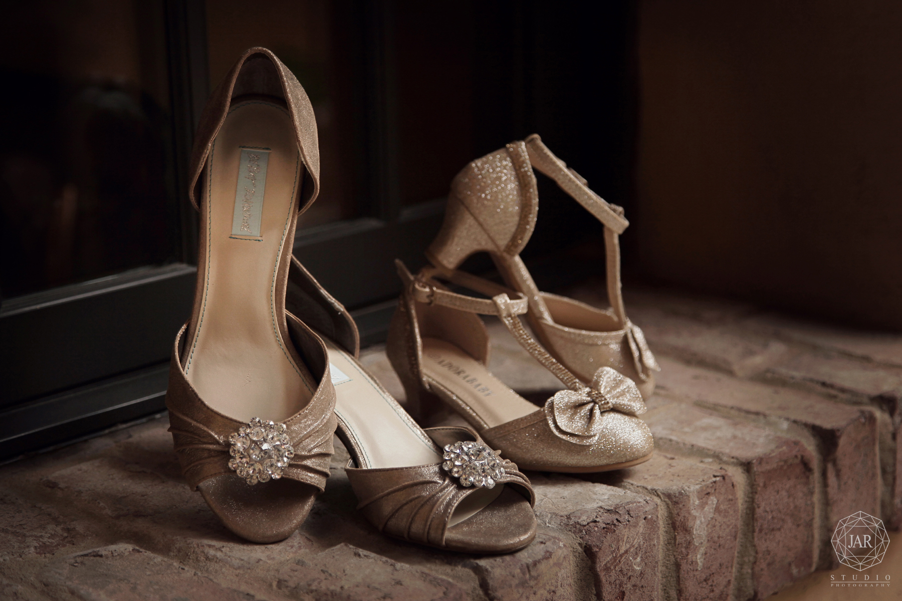 03-wedding-shoes-bella-collina-jarstudio-photography.jpg