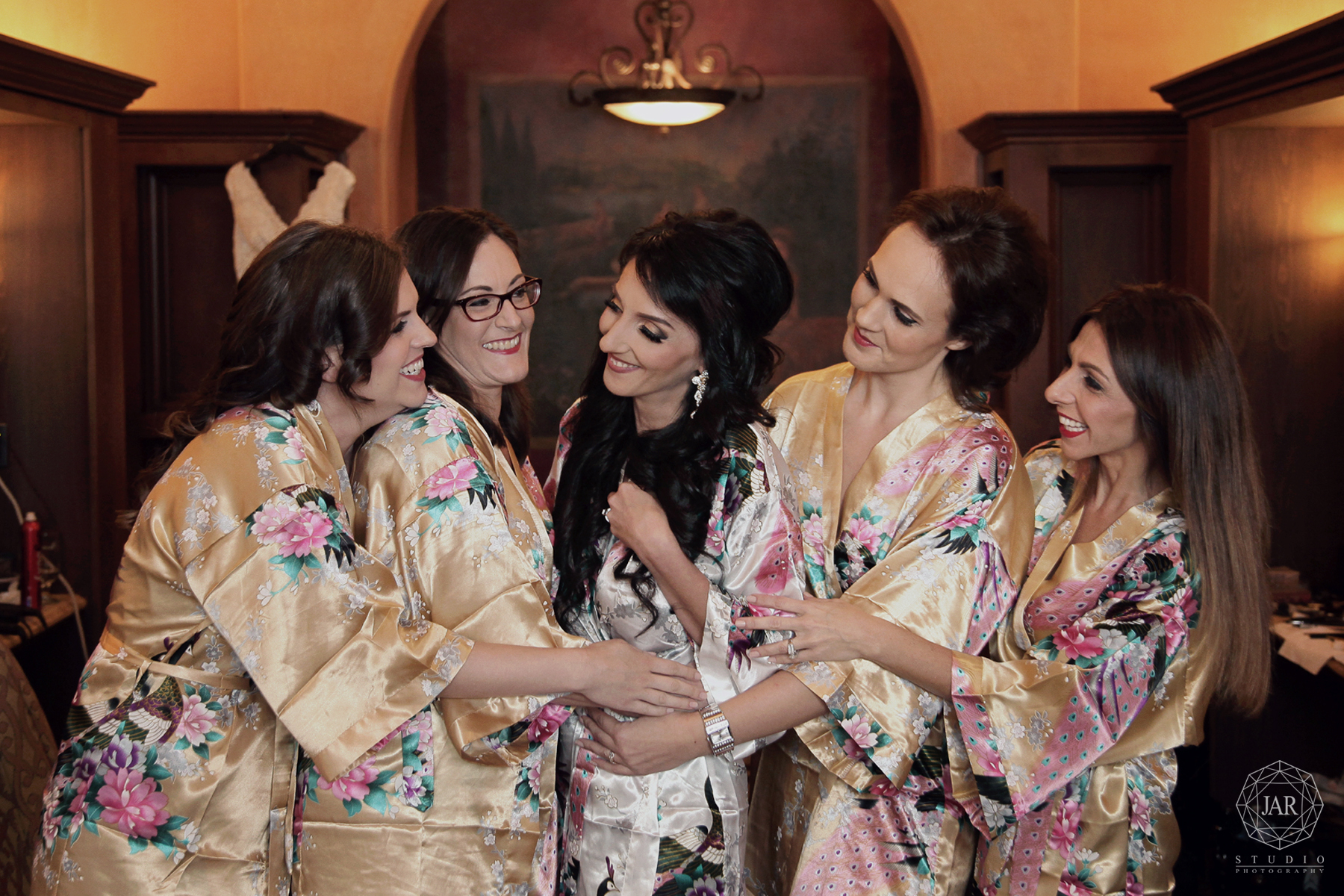 08-wedding-floral-robes-bridesmaids-highend-bella-collina-jarstudio-photography.jpg