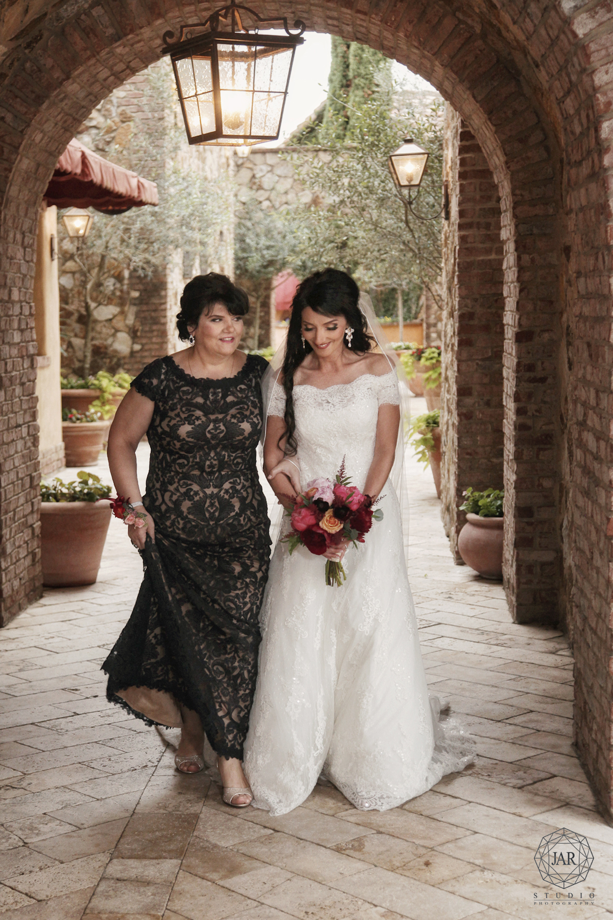 15-bride-walking-down-aisle-with-mother-moment-best-orlando-photographer.jpg