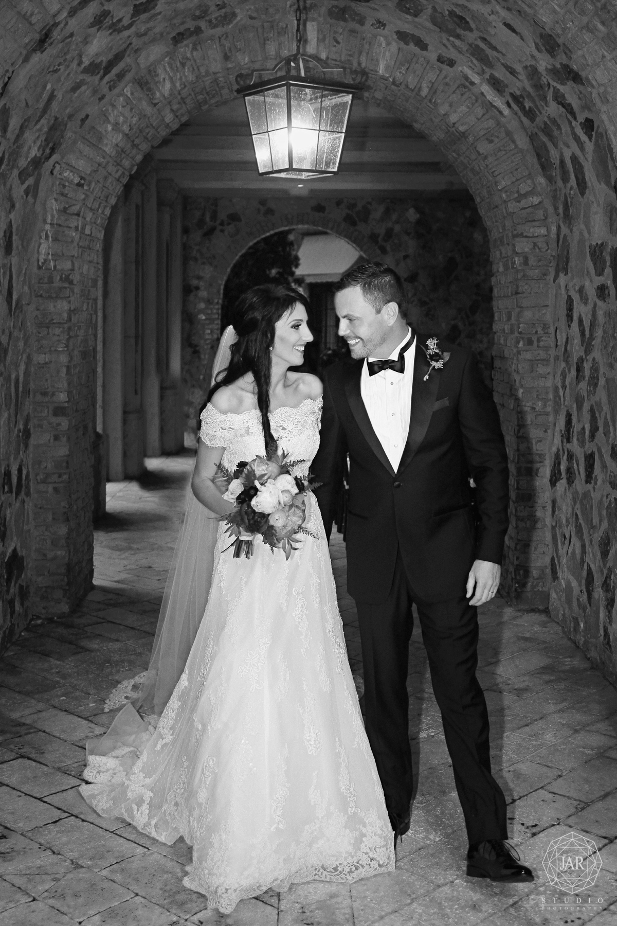 17-wedding-aislel-bella-collina-jarstudio.jpg