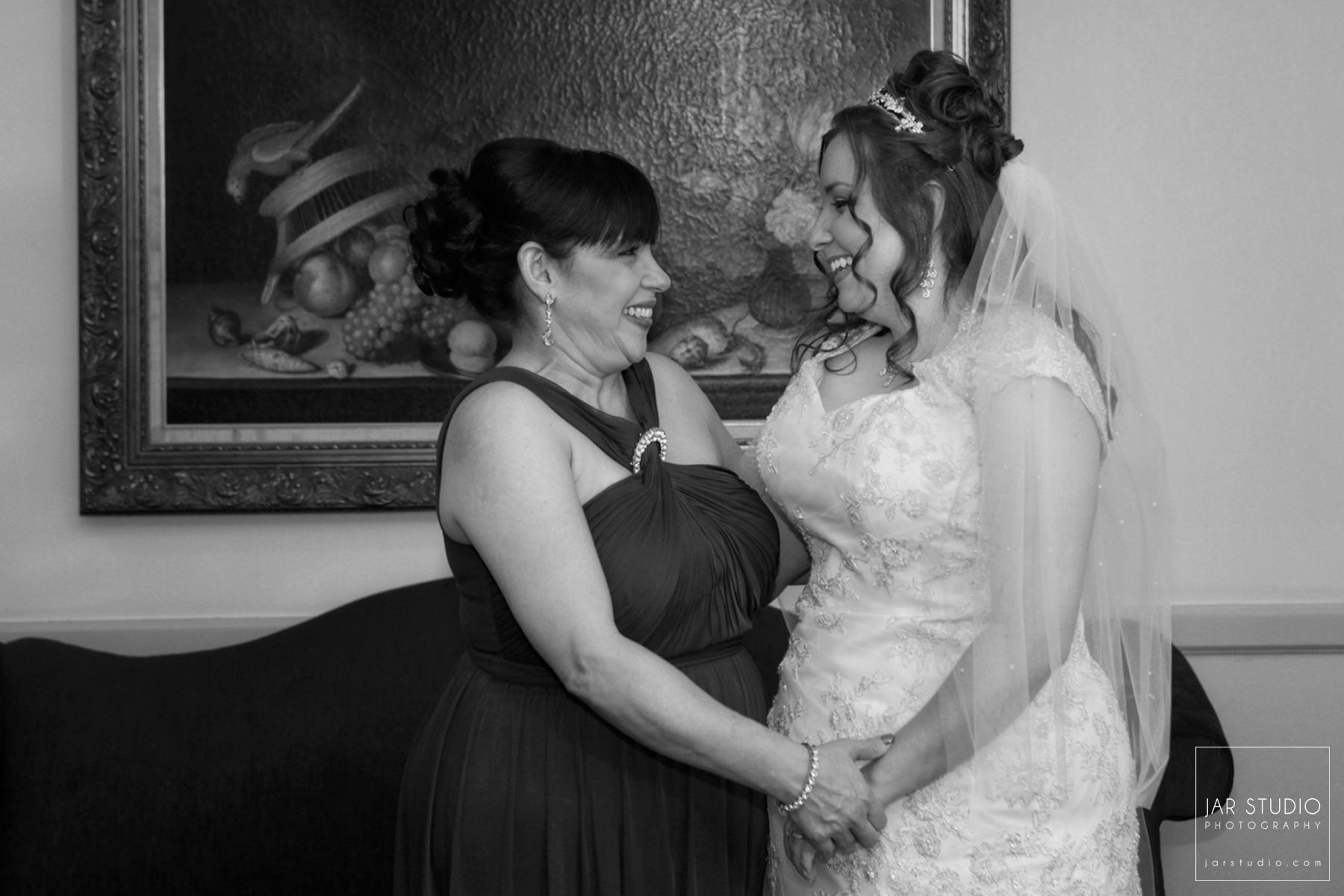 05-bride-mother-fun-moment-orlando-weddins.JPG