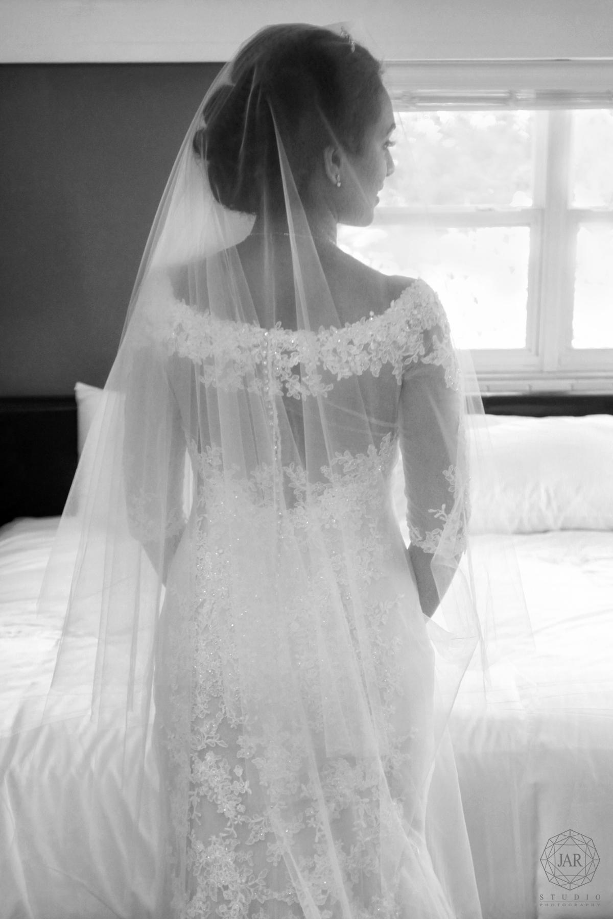 04-gorgeous-wedding-dress-trends-2017-jarstudio-photography.jpg