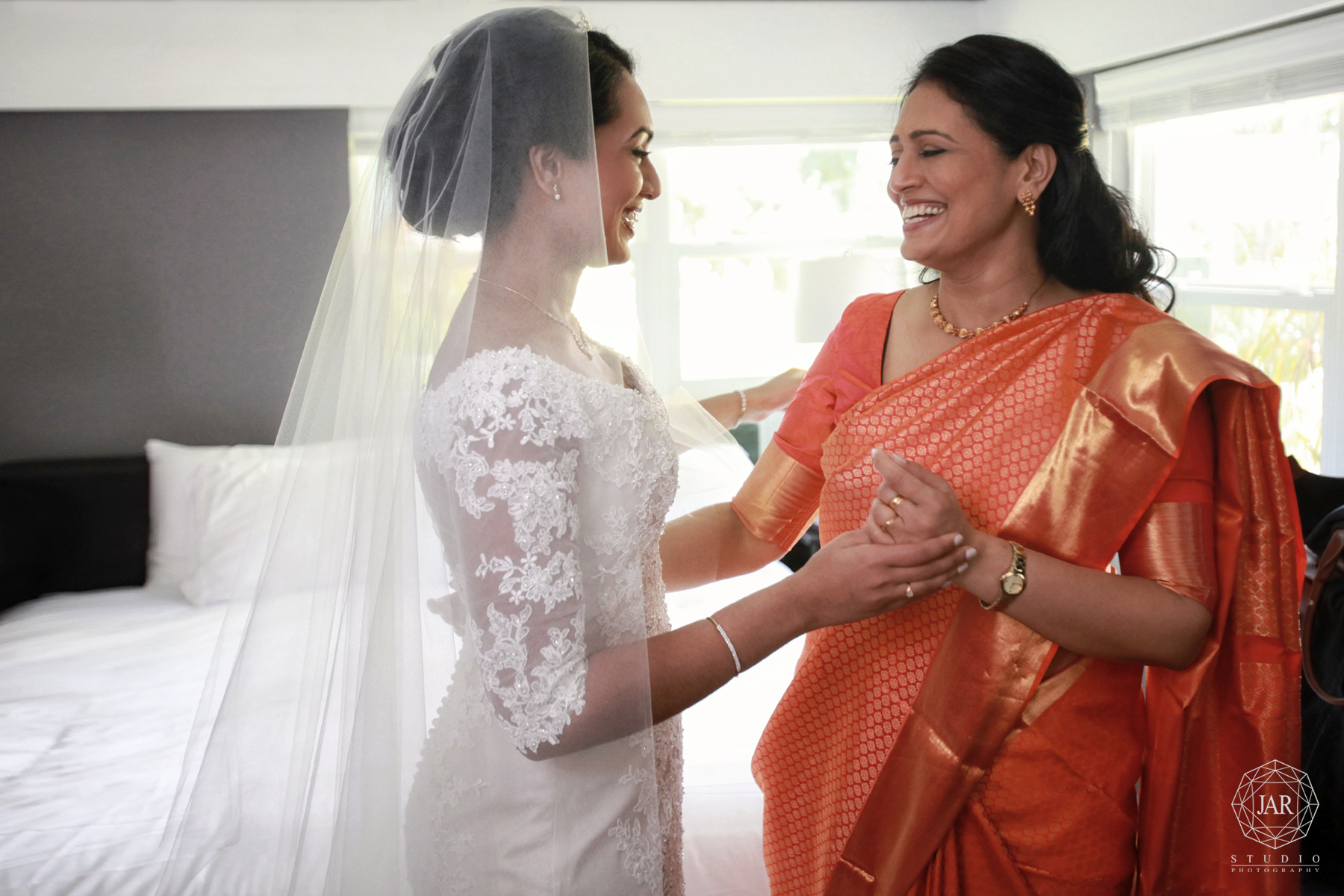 07-mother-of-the-bride-saree-indian-wedding-ideas-orlando-jarstudio-photography.jpg