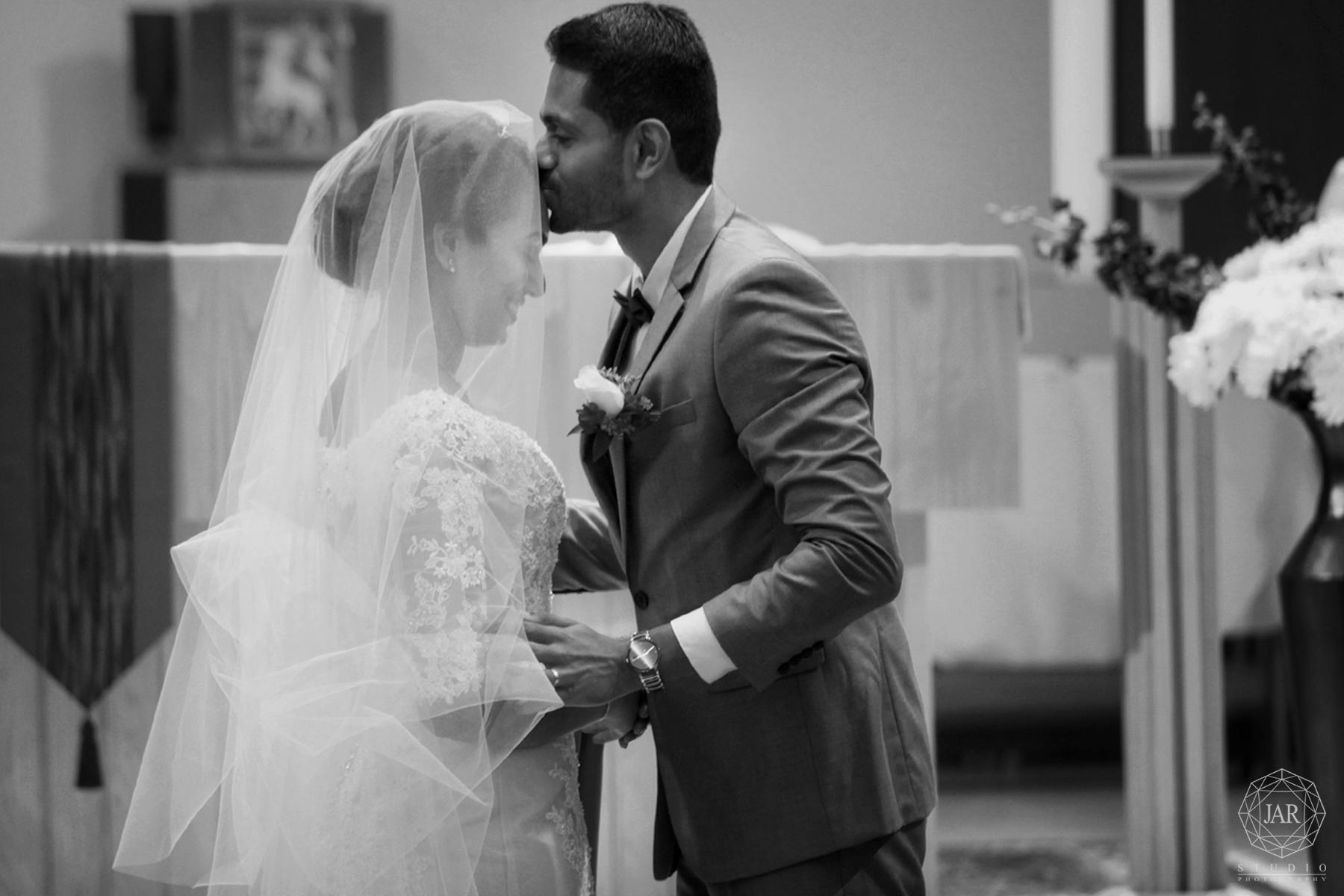 18-conservative-kissing-bride-traditional-modern-indian-wedding-jarstudio-photographer-orlando.jpg