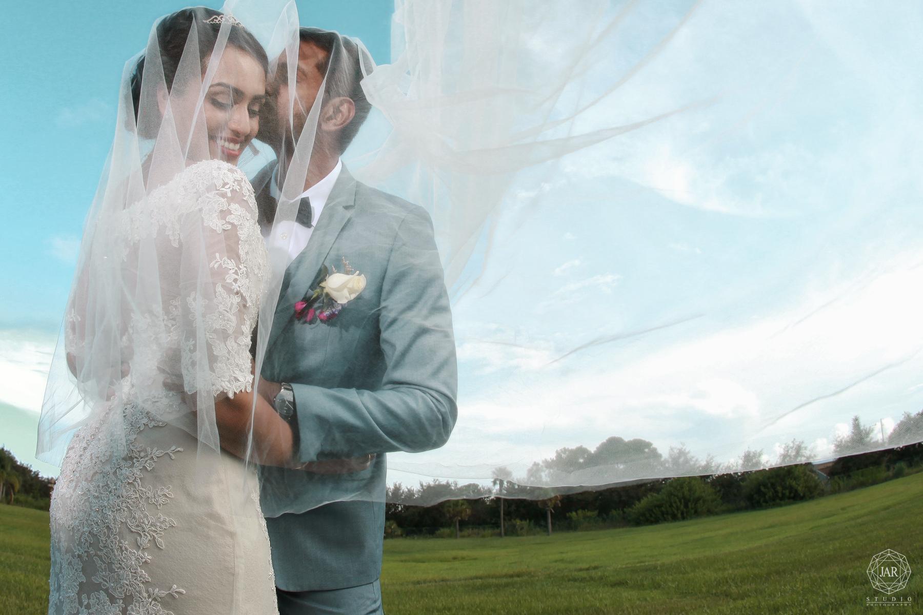 30-fun-modern-wedding-pictures-jarstudio-orlando.jpg