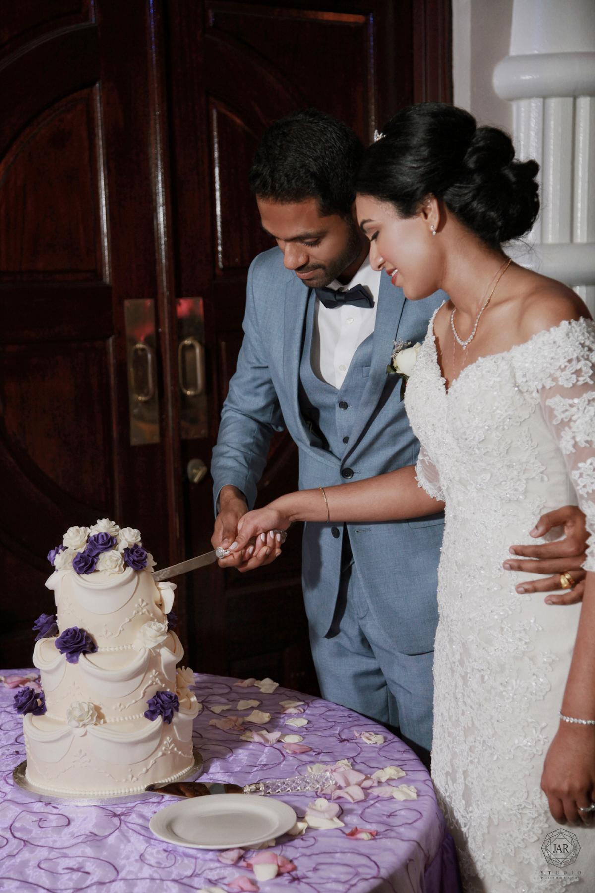 38-cutting-the-cake-ideas-sugar-orlando-wedding-photography.jpg