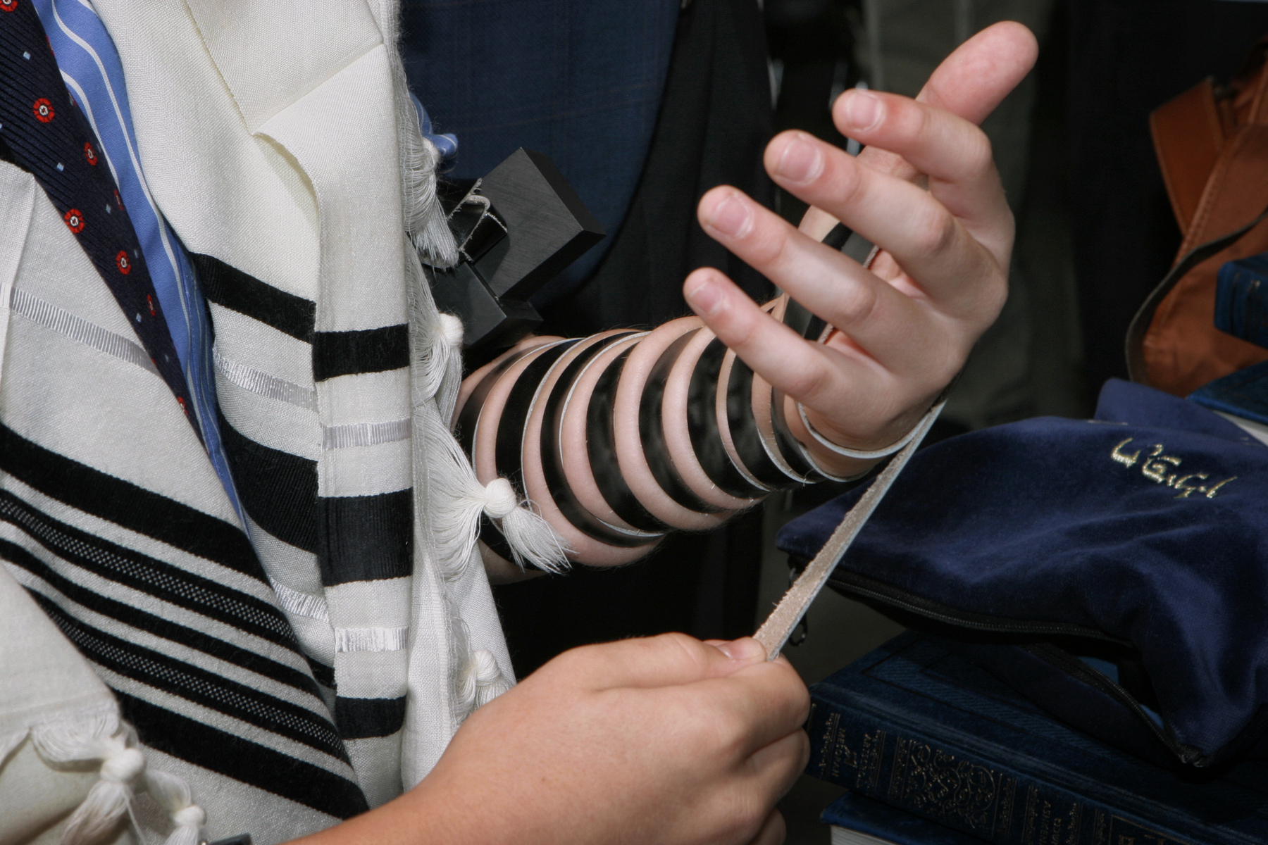 12-jewish-teen-education-tefillin-orlando-photographer.JPG