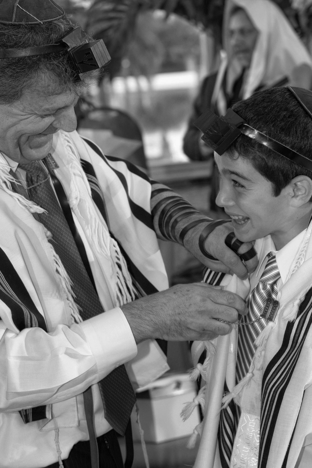 28-father-son-moment-ceremony-bar-mitzvah-jewish-orlando-photographer.JPG