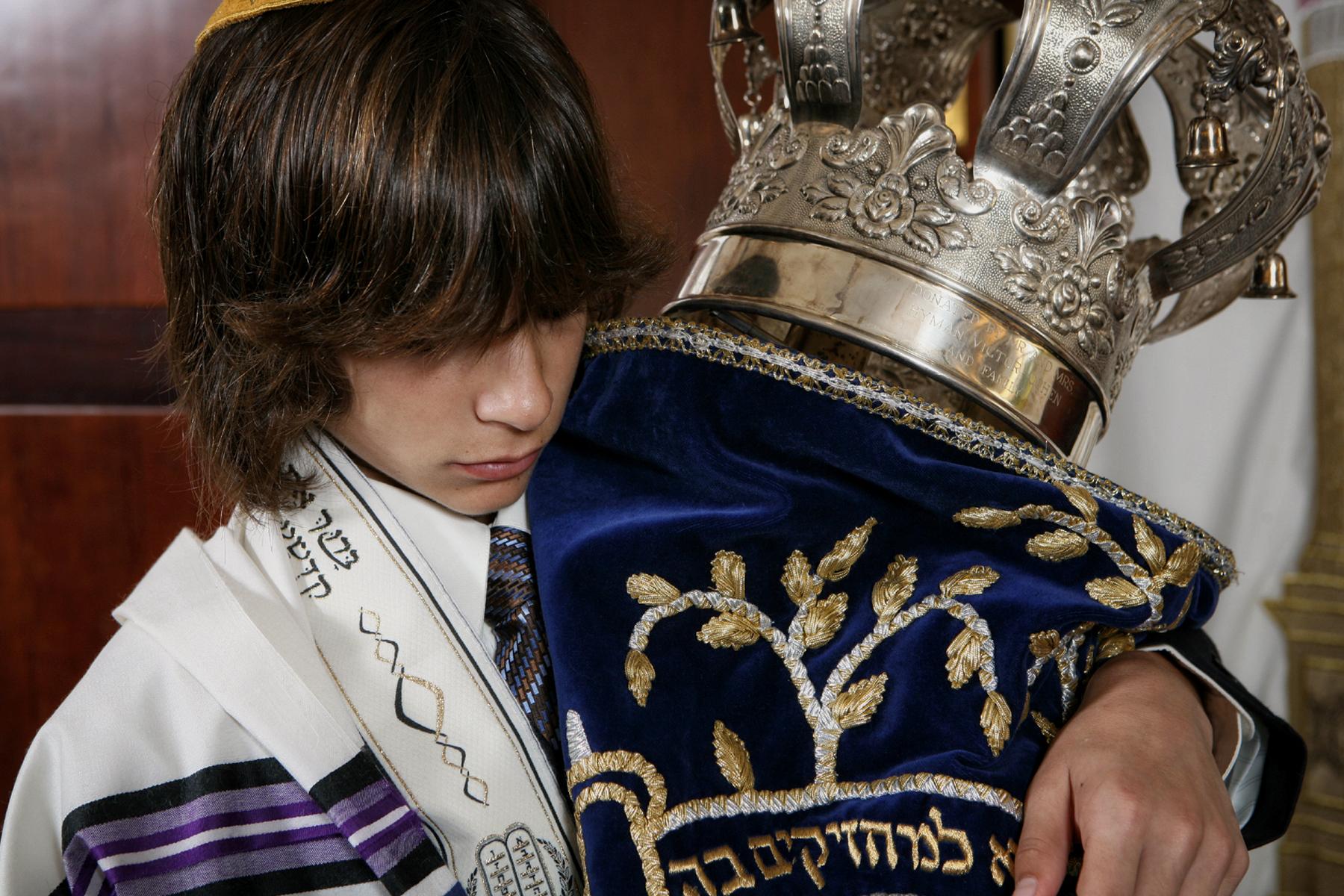 33-torah-ceremony-high-end-bar-mitzvah-event-photographer.JPG