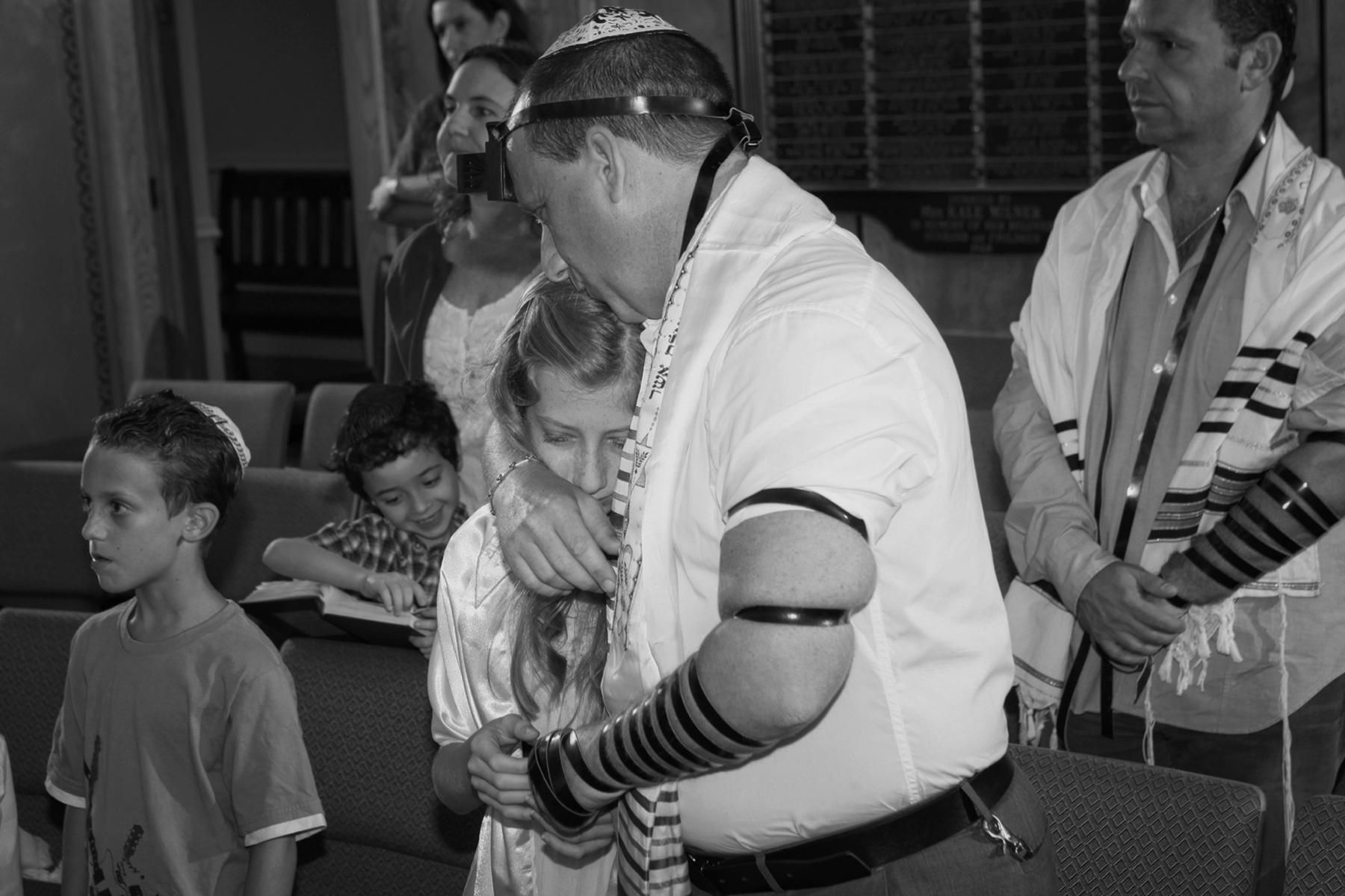 35-father-daughter-beautiful-moment-bat-mitzvah-orlando-photographer.jpg