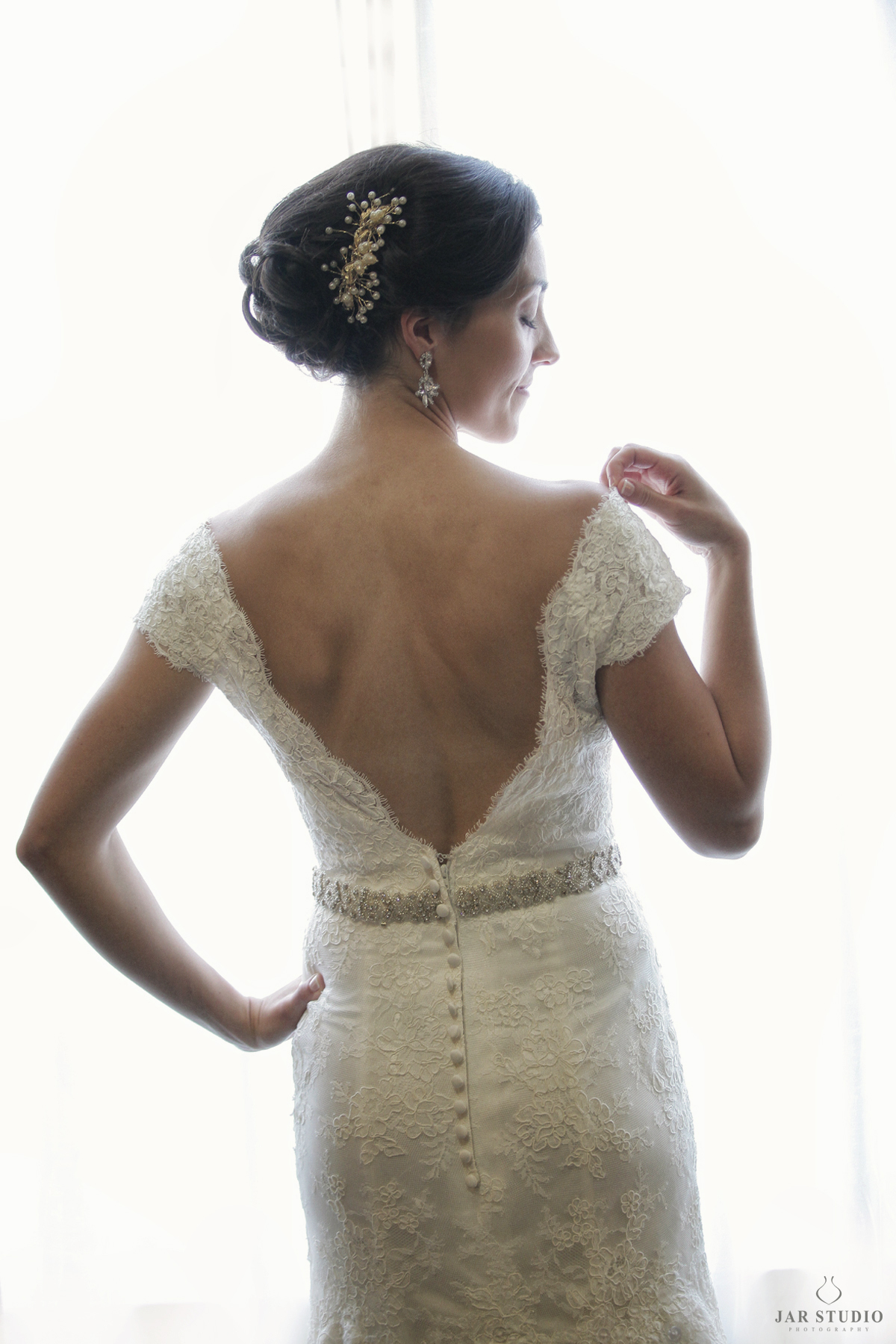 04-beautiful-back-wedding-gown-details-orlando-photographer-lighting-bride.JPG