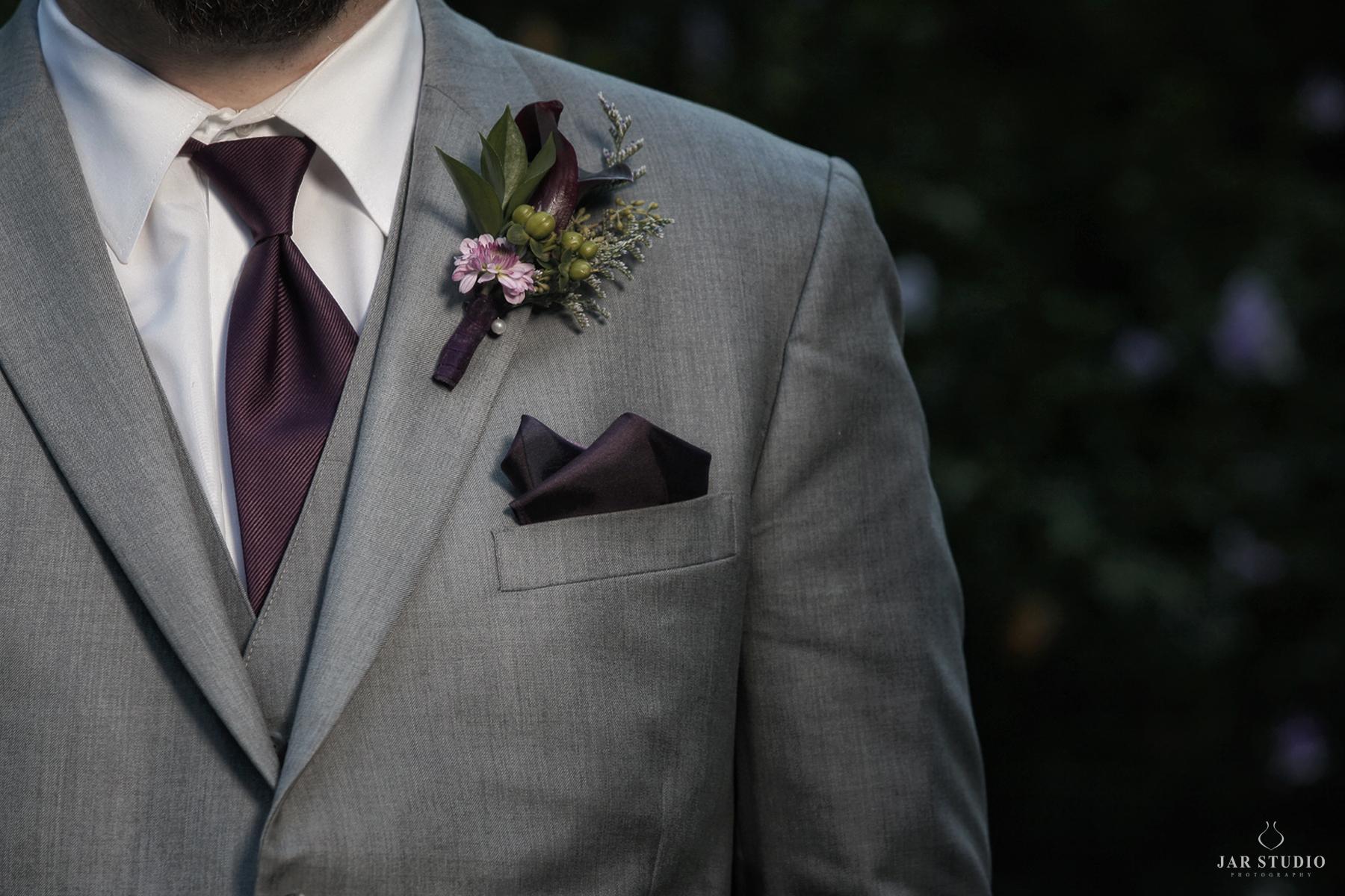 04-purple-calla-lily-boutonniere-gray-tux-orlando-jarstudio.JPG