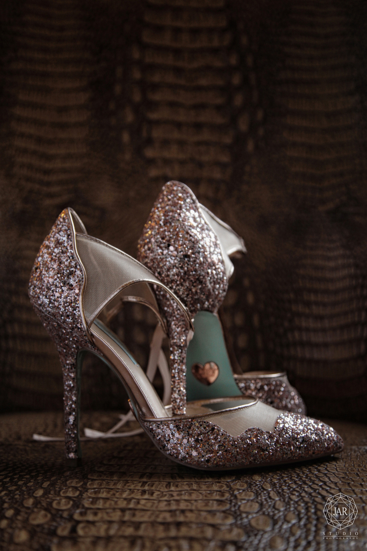 02-bridal-shoes-sparkly-jarstudio-photography-orlando.JPG