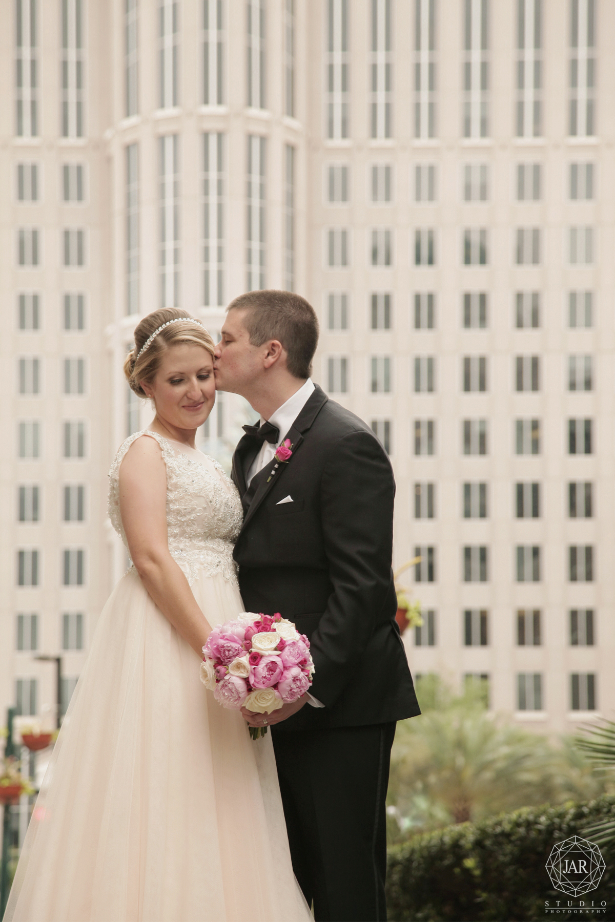 43-romantic-downtown-orlando-jarstudio-wedding-photography.JPG