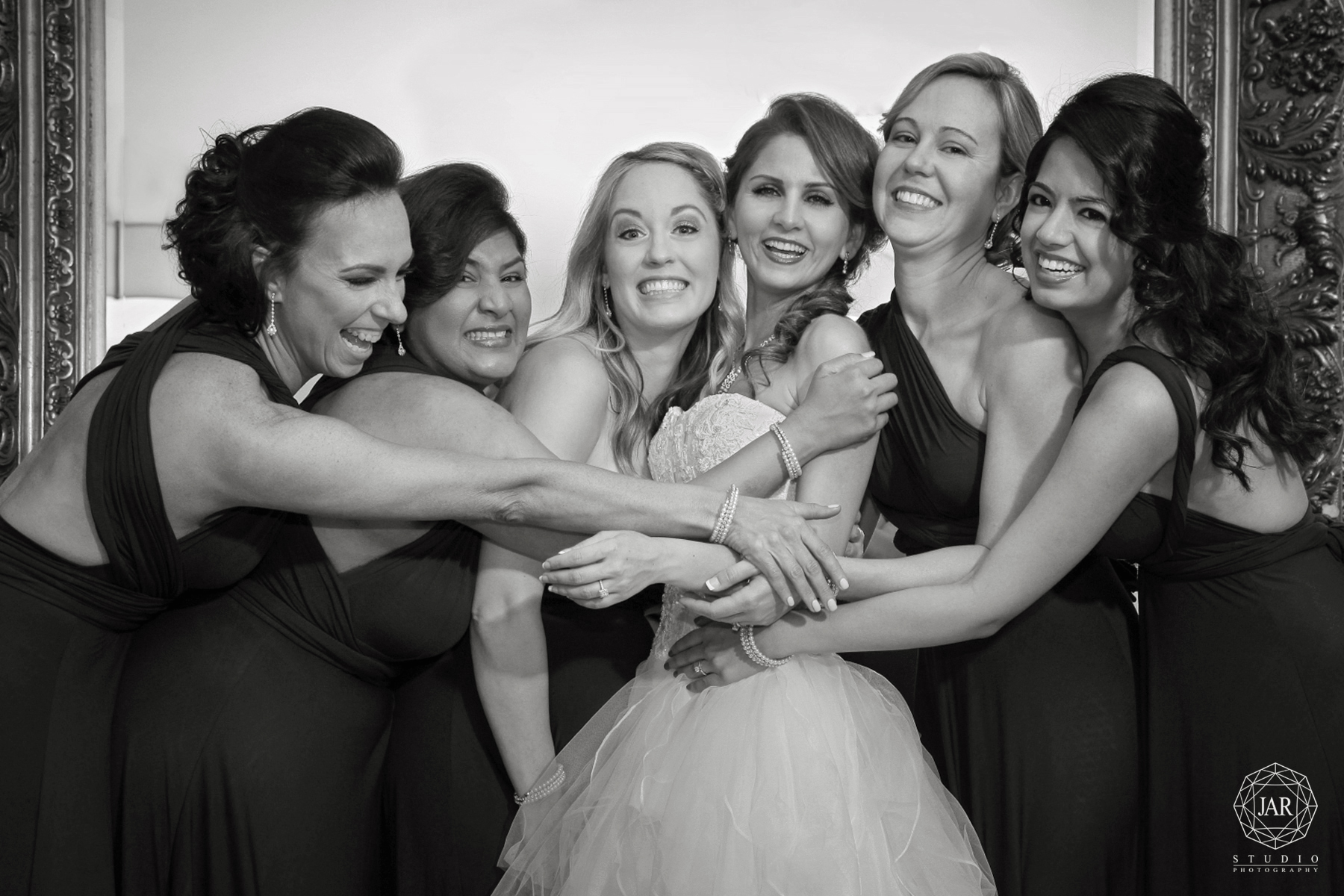 13-bridesmaids-fun-jarstudio-photography-orchid-garden-at-church-street.JPG