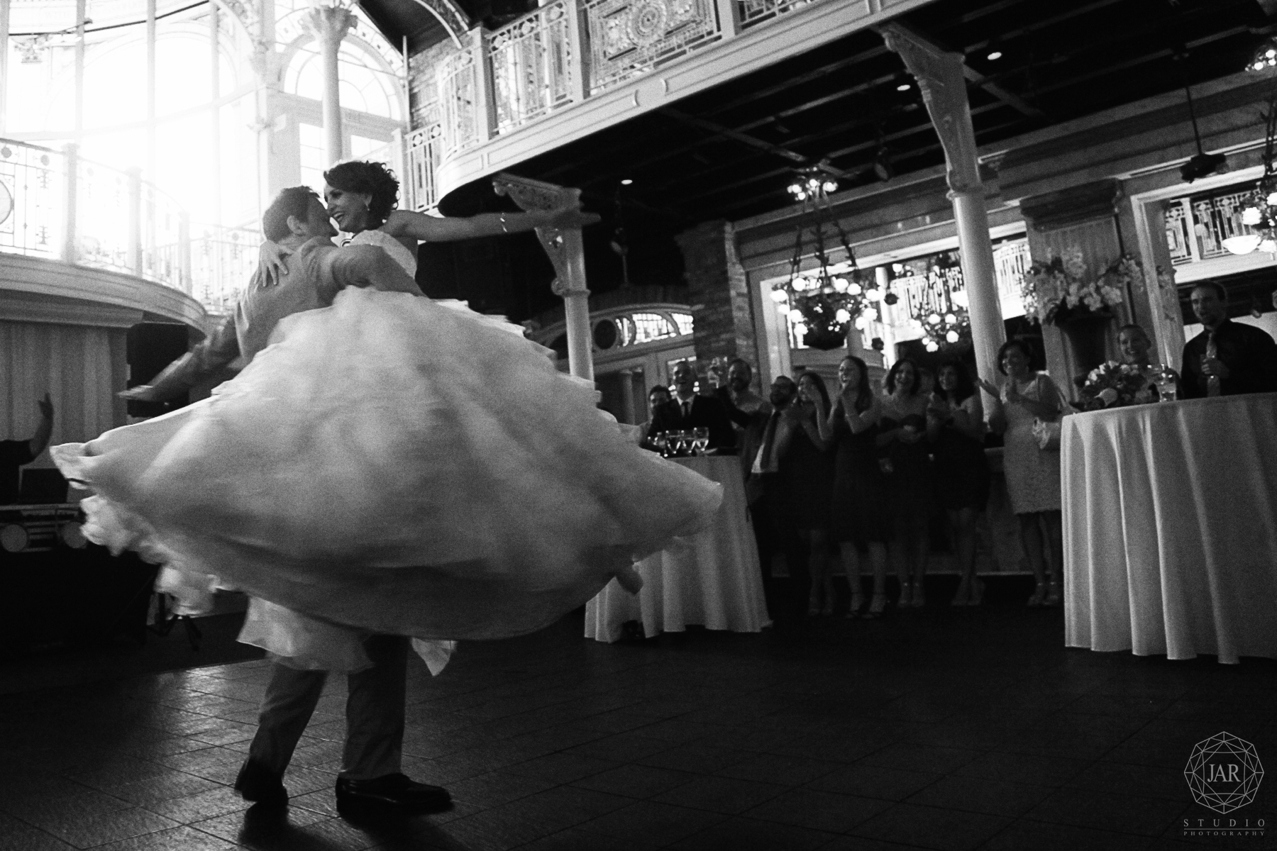 35-first-dance-orchid-garden-at-church-street-jarstudio-photography.JPG